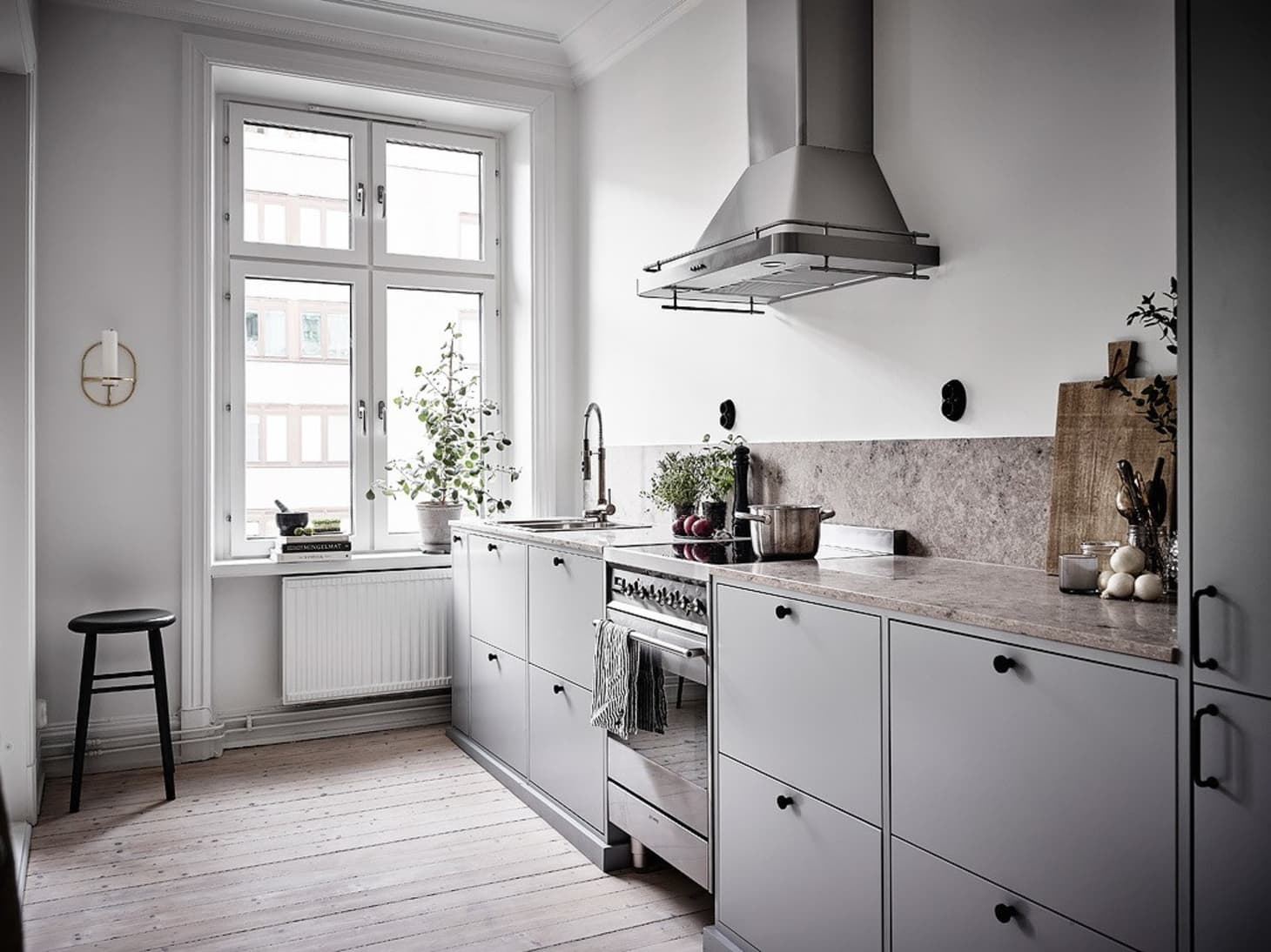 Kitchens Without Upper Cabinets: Should You Go Without ...
