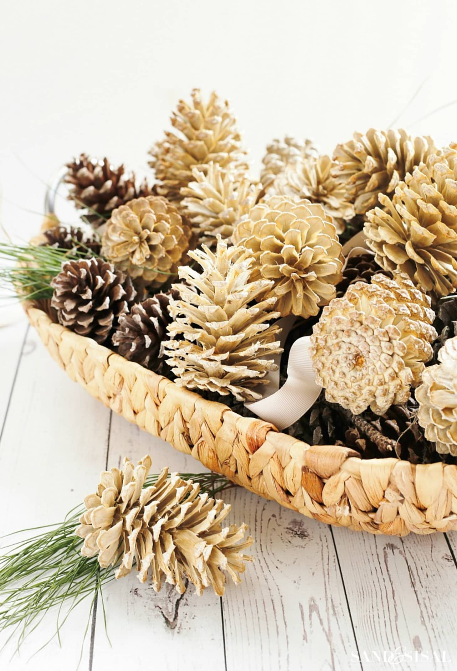 Classic Pinecone Holiday Diy Decorating Ideas Apartment