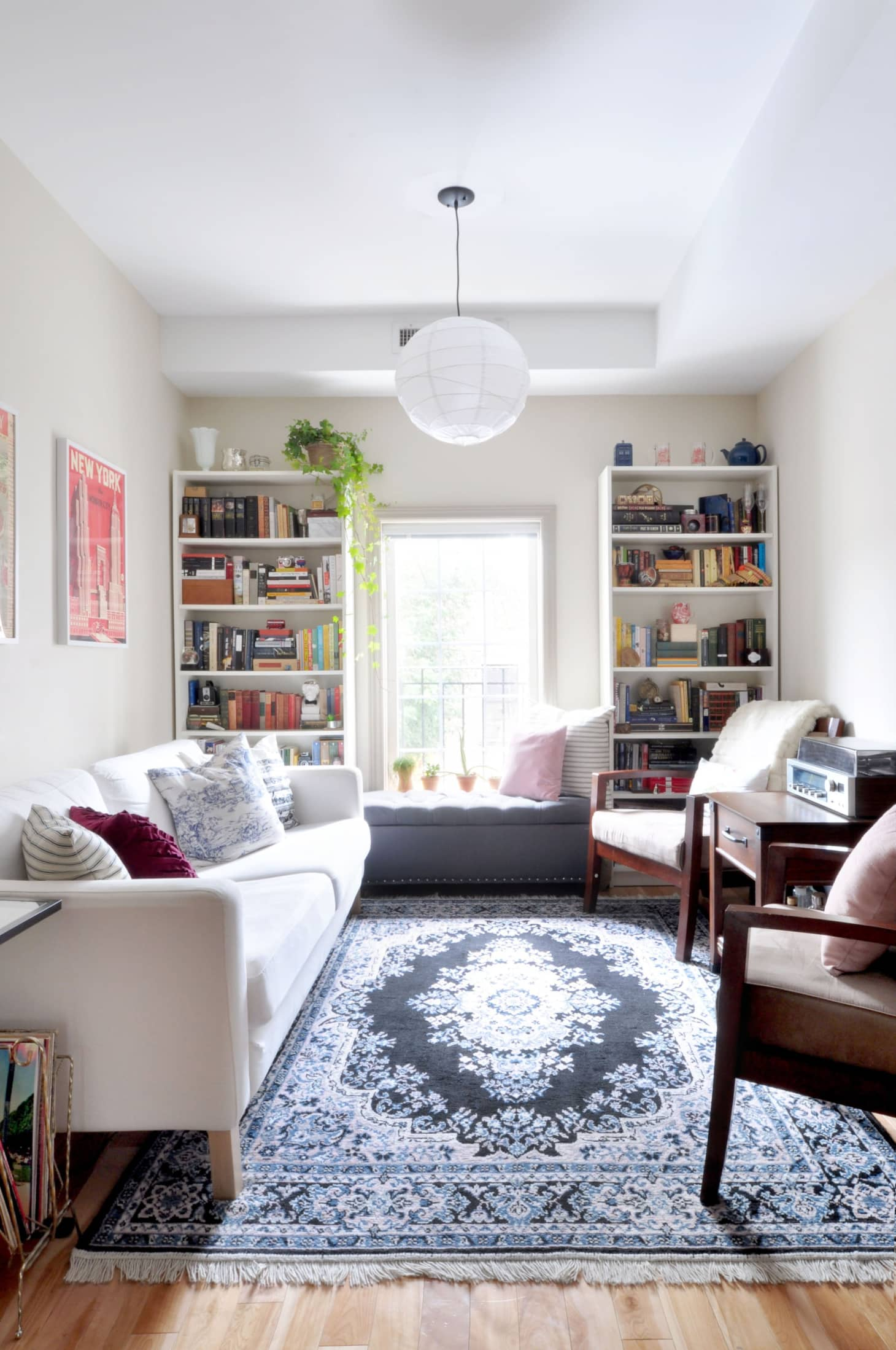 How to Decorate a Small Space With Large Scale Pieces ...