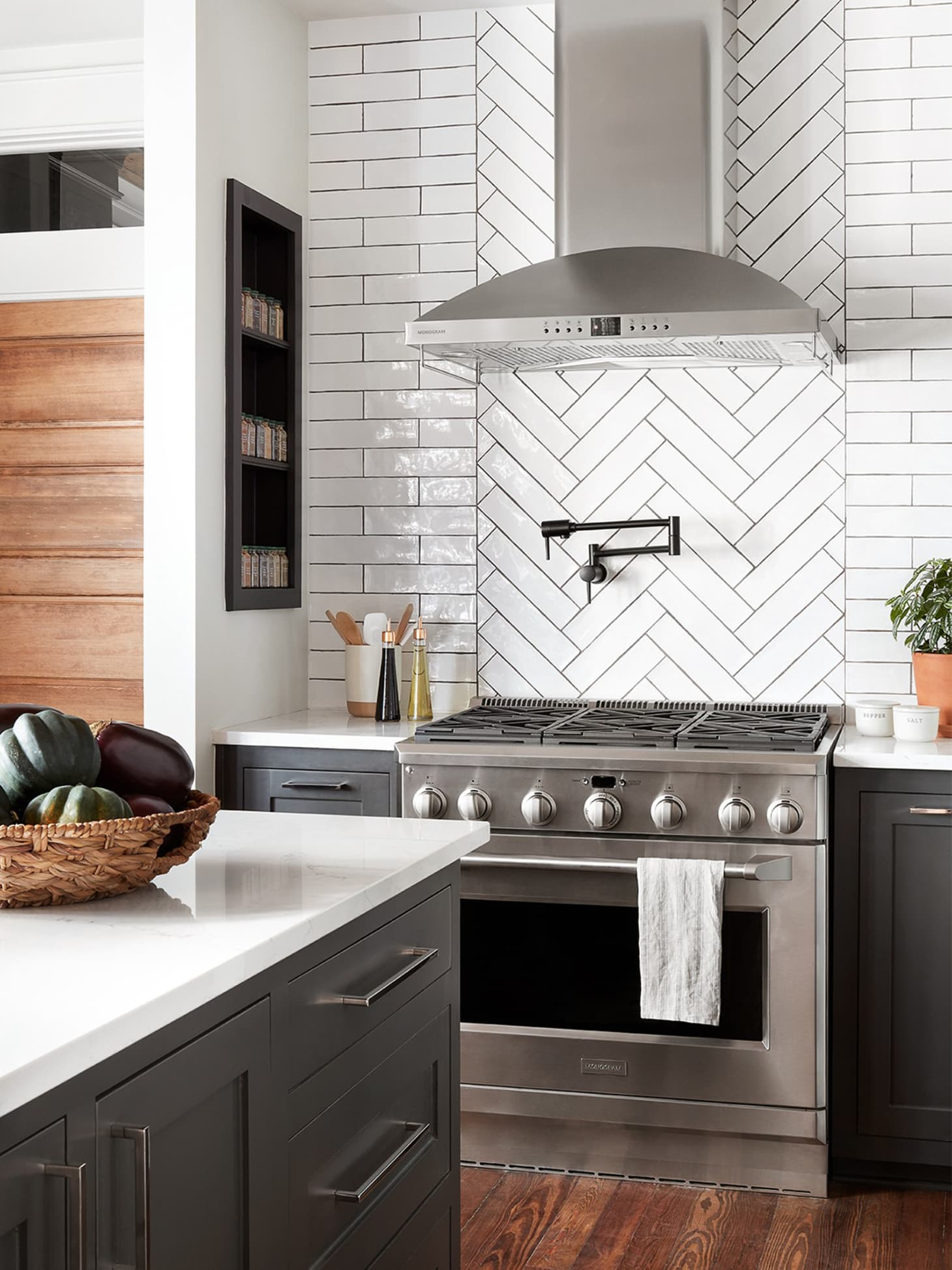 Best Fixer Upper Kitchen Designs From Joanna Gaines ...