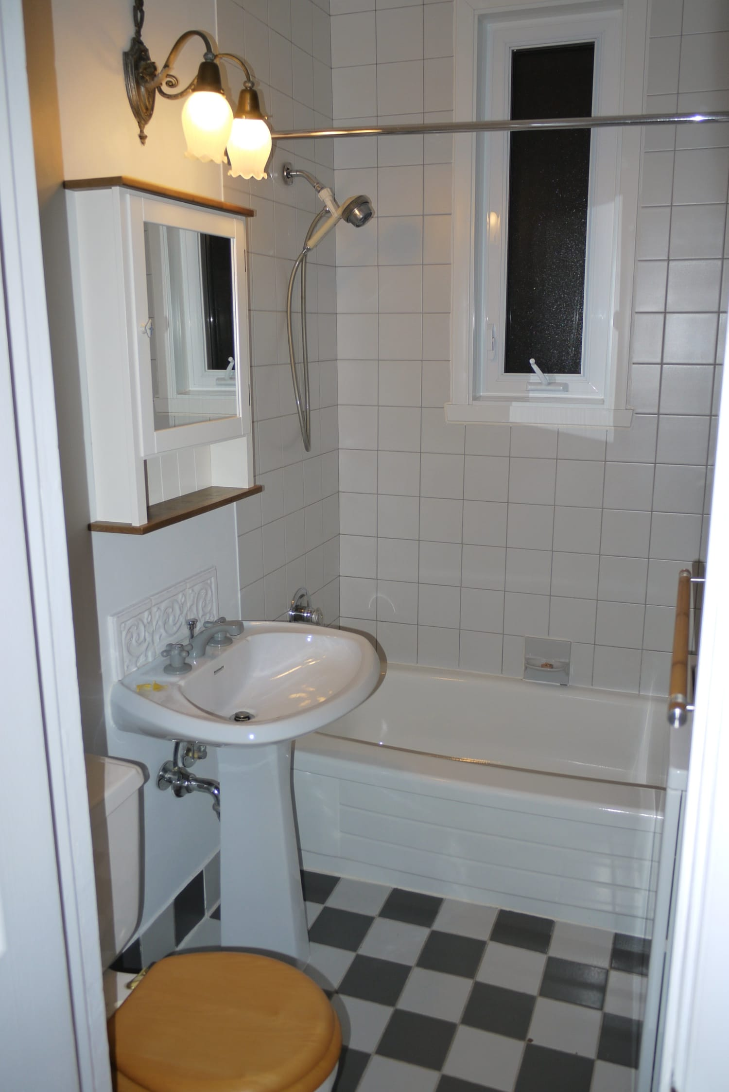 Before & After: Bland Bathroom Gets Some Modern Style