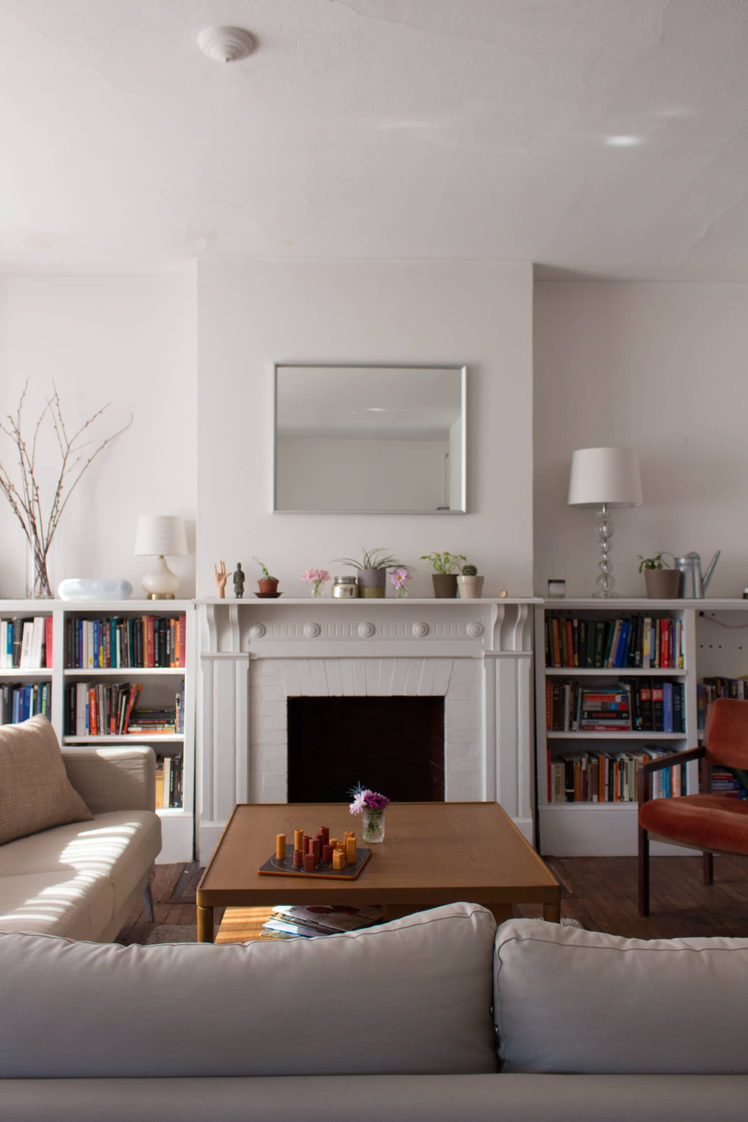 24 Simple Apartment Decoration You Can Steal: House Tour: Small, Simple Apartment With Muted Colors