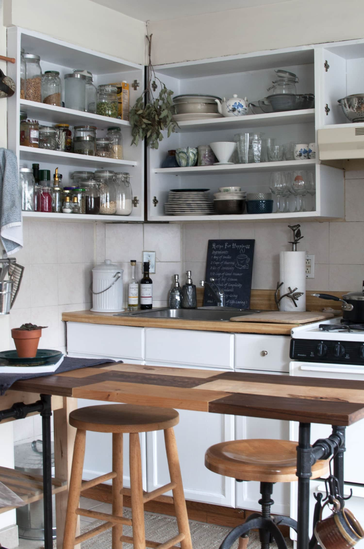 5 Ways to Make Your Ugly Rental Kitchen Look Better Fast