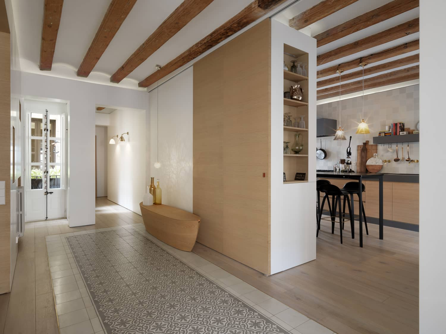 Get the Look: Sophisticated Simplicity in Spain