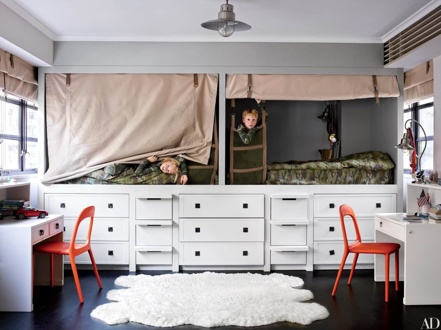 The Genius Small Bedroom Trick That Works for Kids & Adults