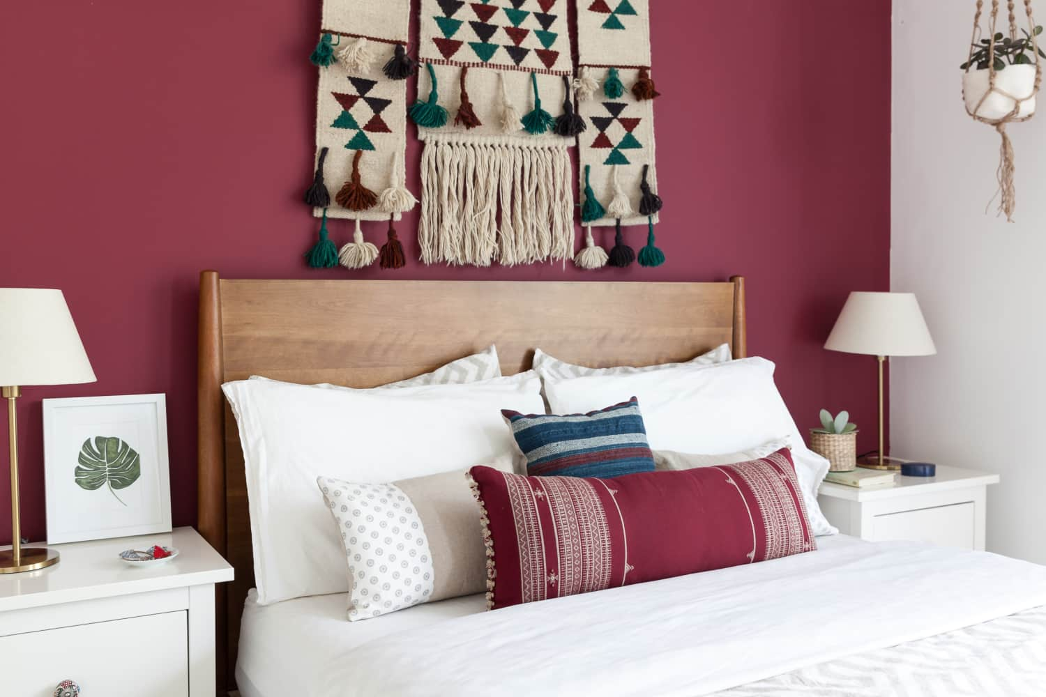 15 ideas for filling the empty space above your bed - What to hang over bed ...