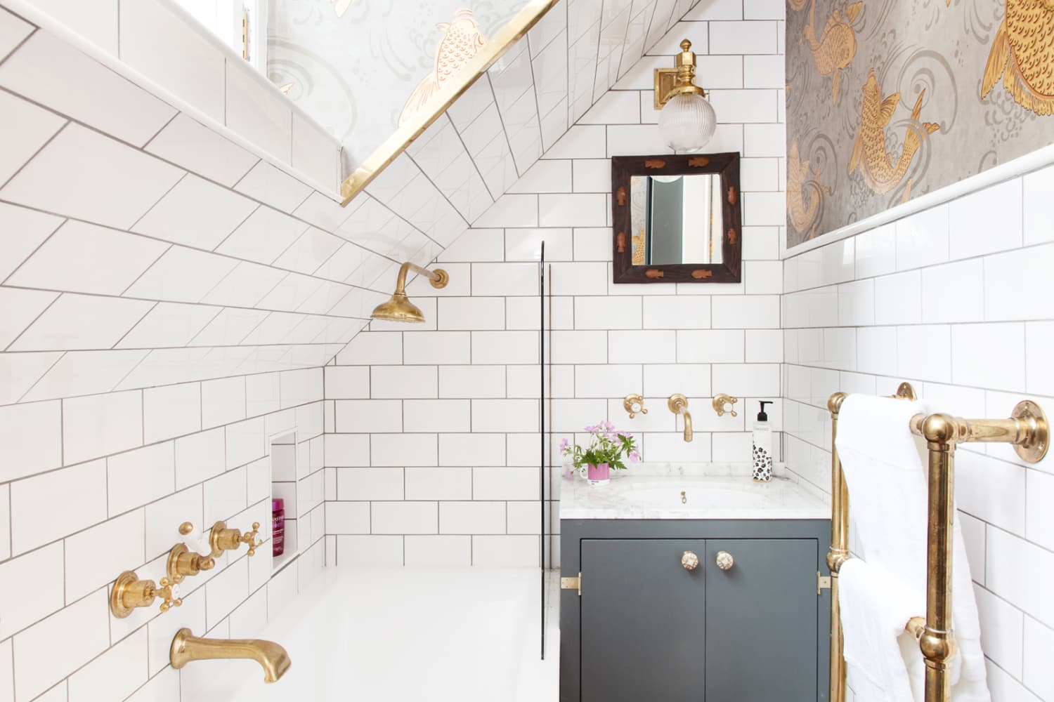 Penny Tiles Badkamer : The dramatic all in way to make a major room statement apartment