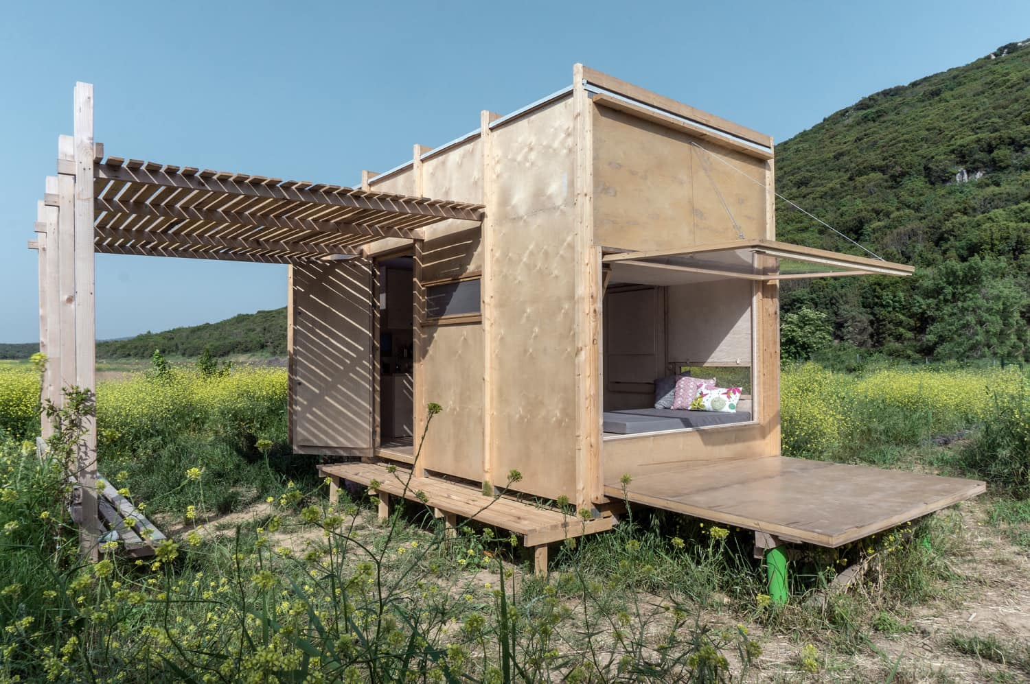 This 194 Square Foot Pre-Fab Cabin Is the Ultimate Off-the-Grid Escape