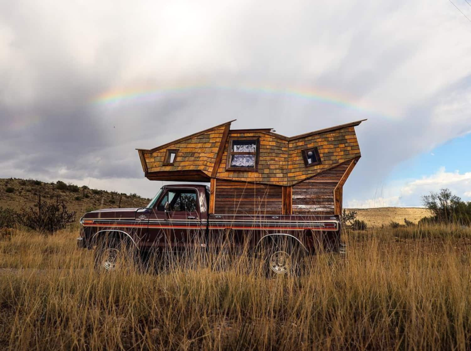 Tiny House on a Truck Looks Straight Out of Harry Potter