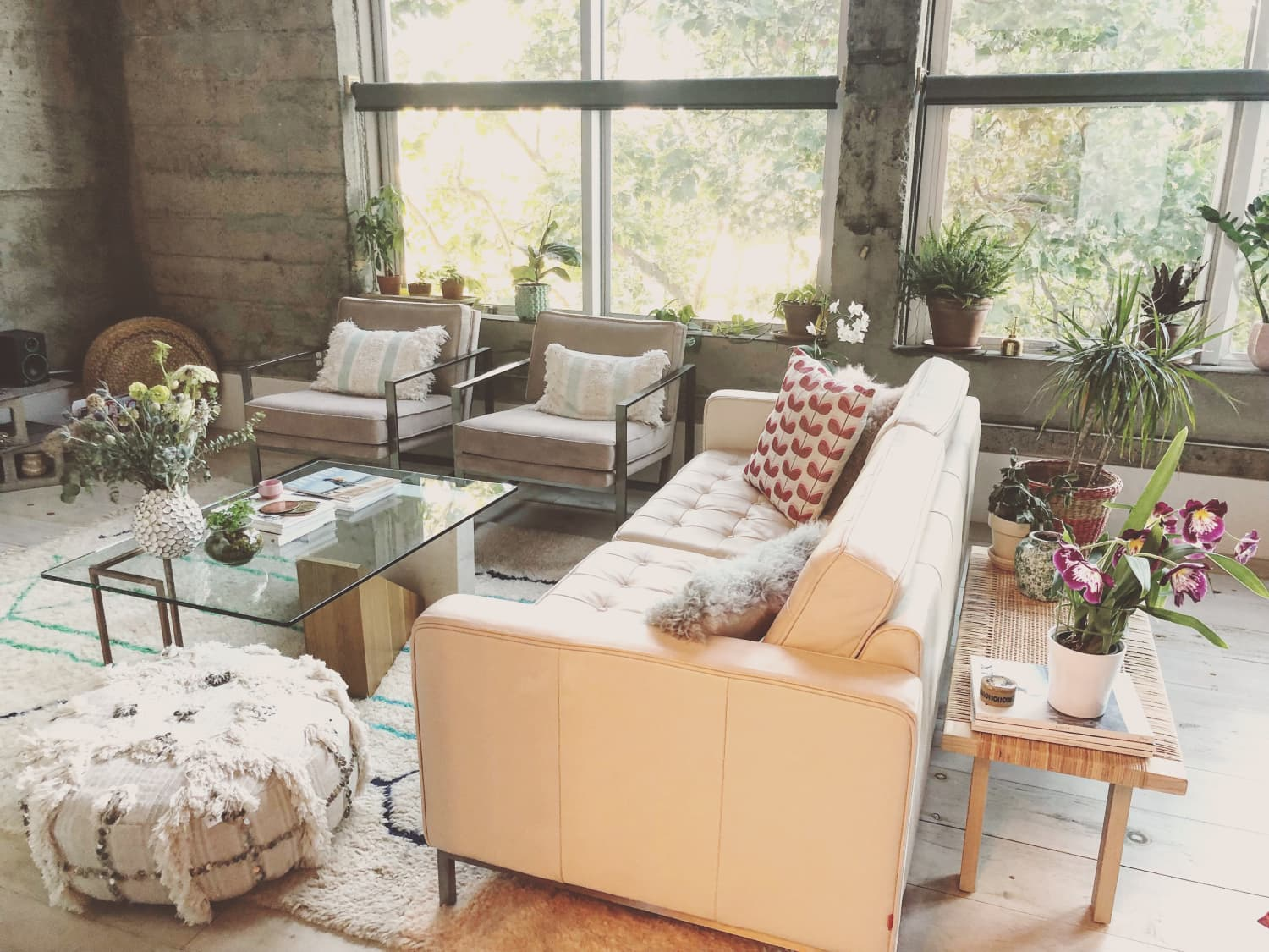 A Condo Found on Craigslist Is a Uniquely Magical, Bright Dream Rental | Apartment Therapy