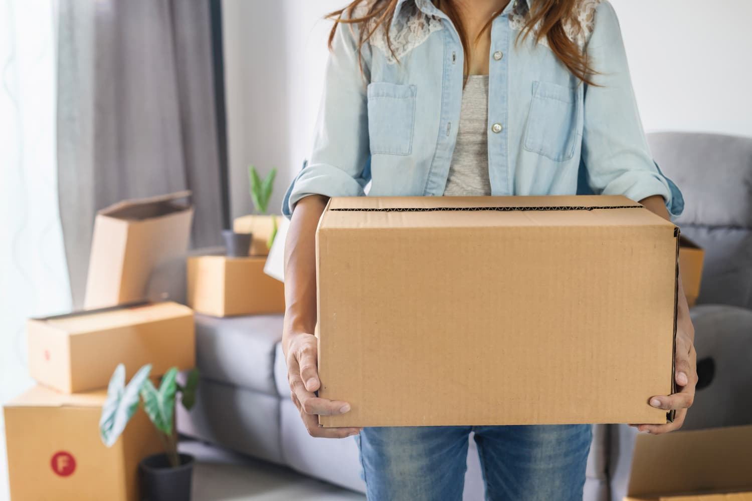 6 Helpful Decluttering Tips, According to People Who Have Moved 10+ Times
