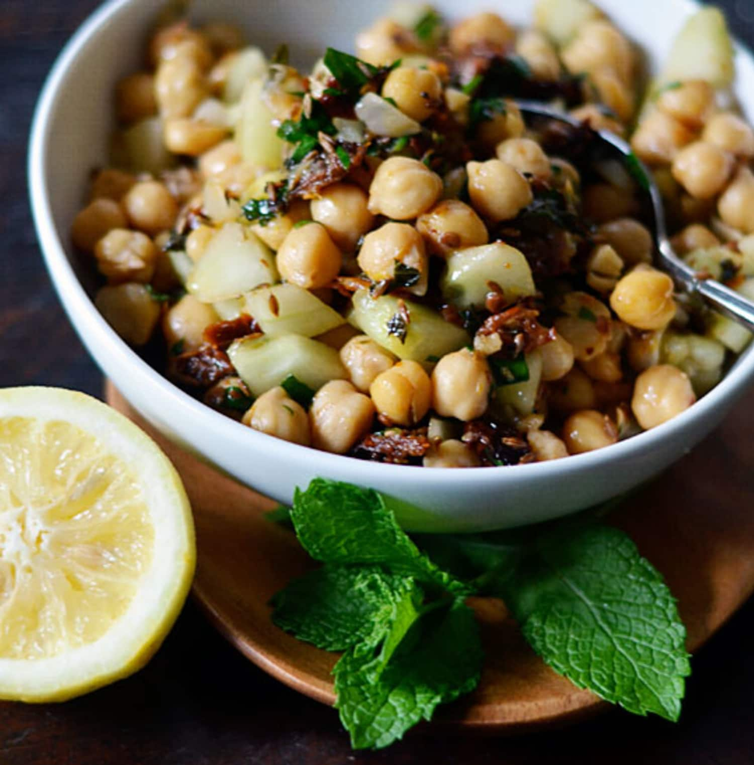 25 Easy Recipes to Make with a Can of Chickpeas