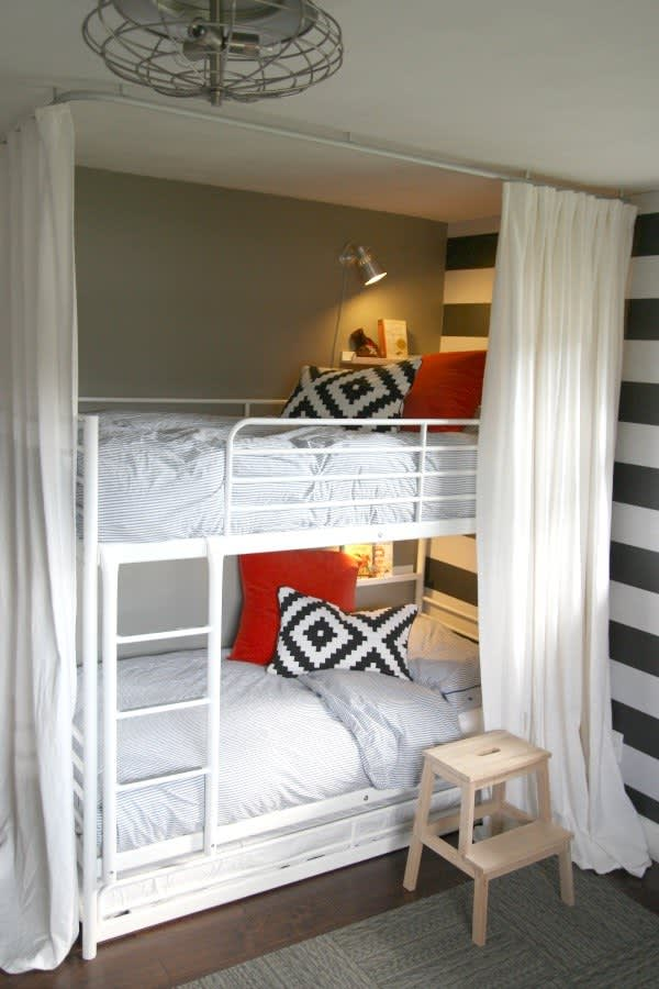 8x8 Bedroom Design: Shared Kids Rooms: Making A Multiple Bed Layout Work