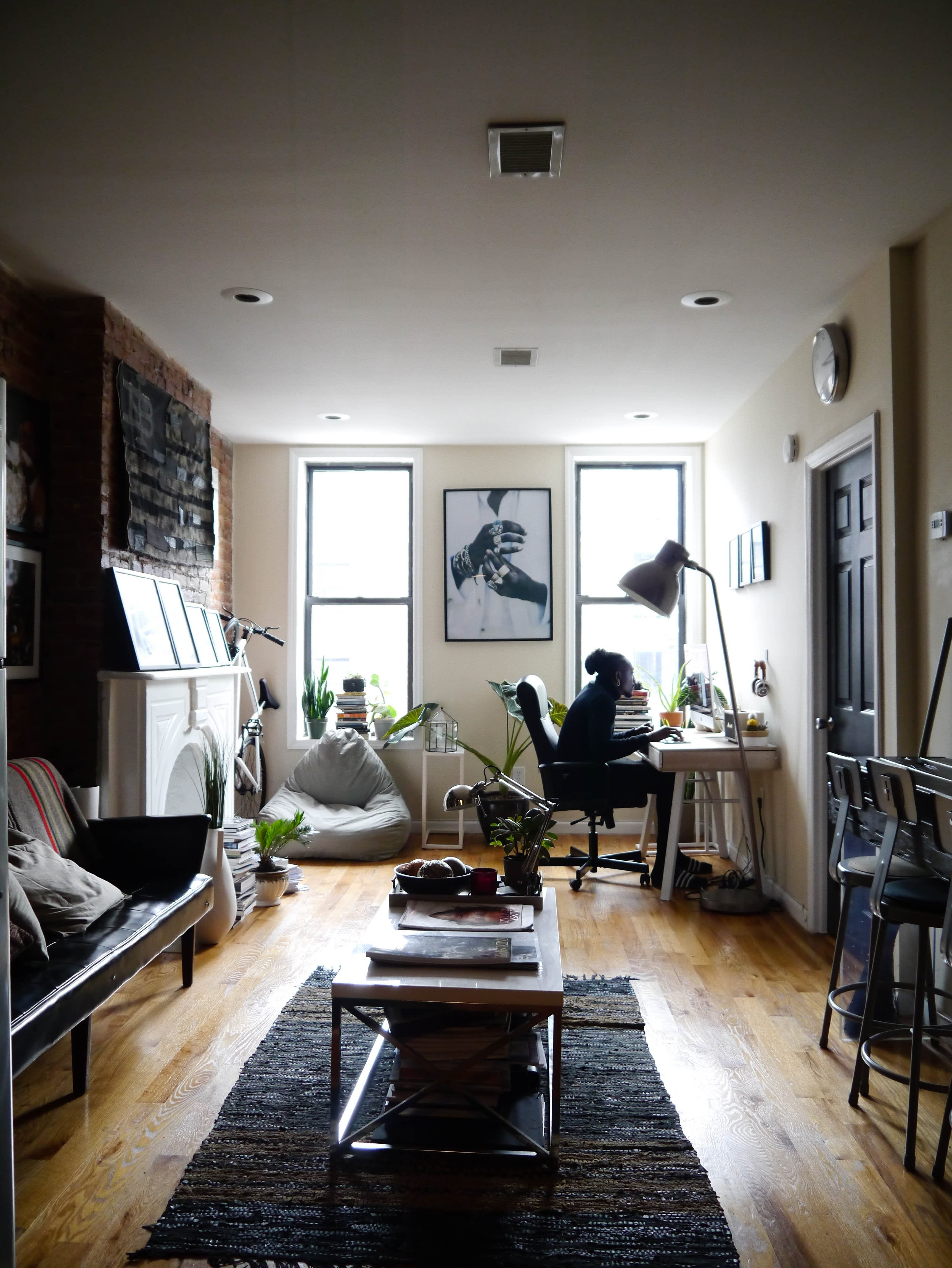 House Tour: A Bold Grayscale Brooklyn Rental Apartment ...