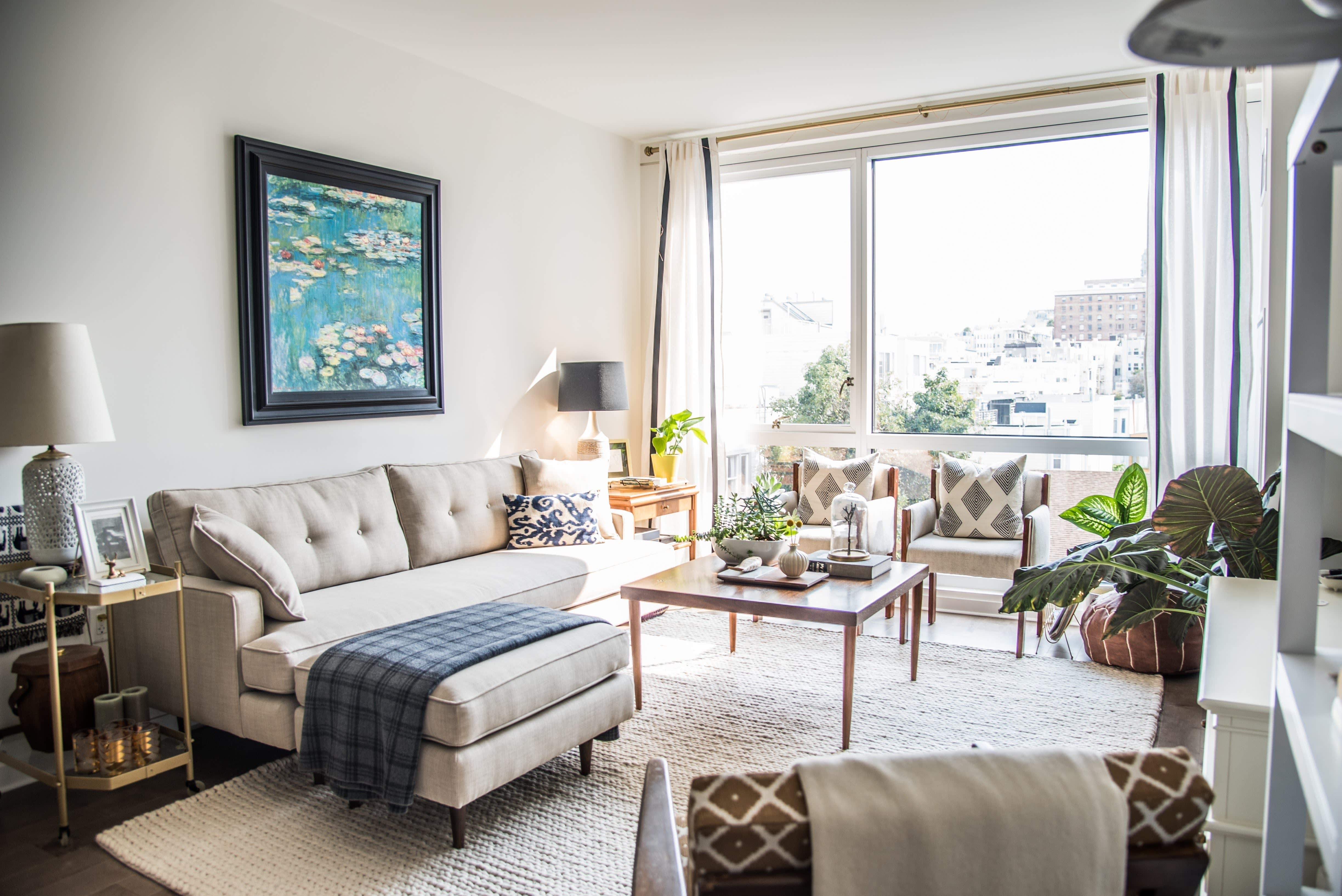 House Tour A Sophisticated Mixed Amp Matched Rental Apartment Therapy