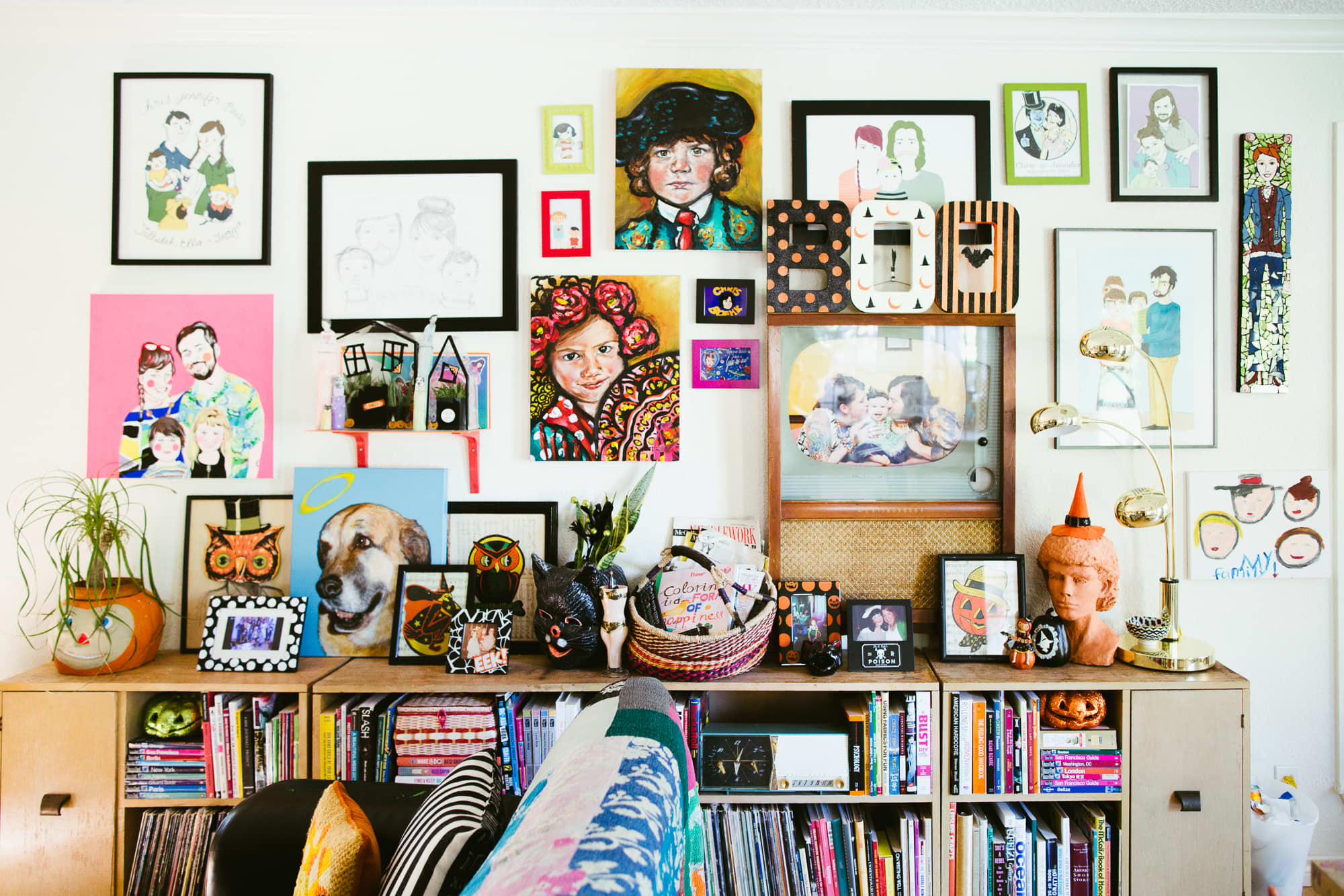 House Tour: A Wall-to-wall Halloween Decorated House