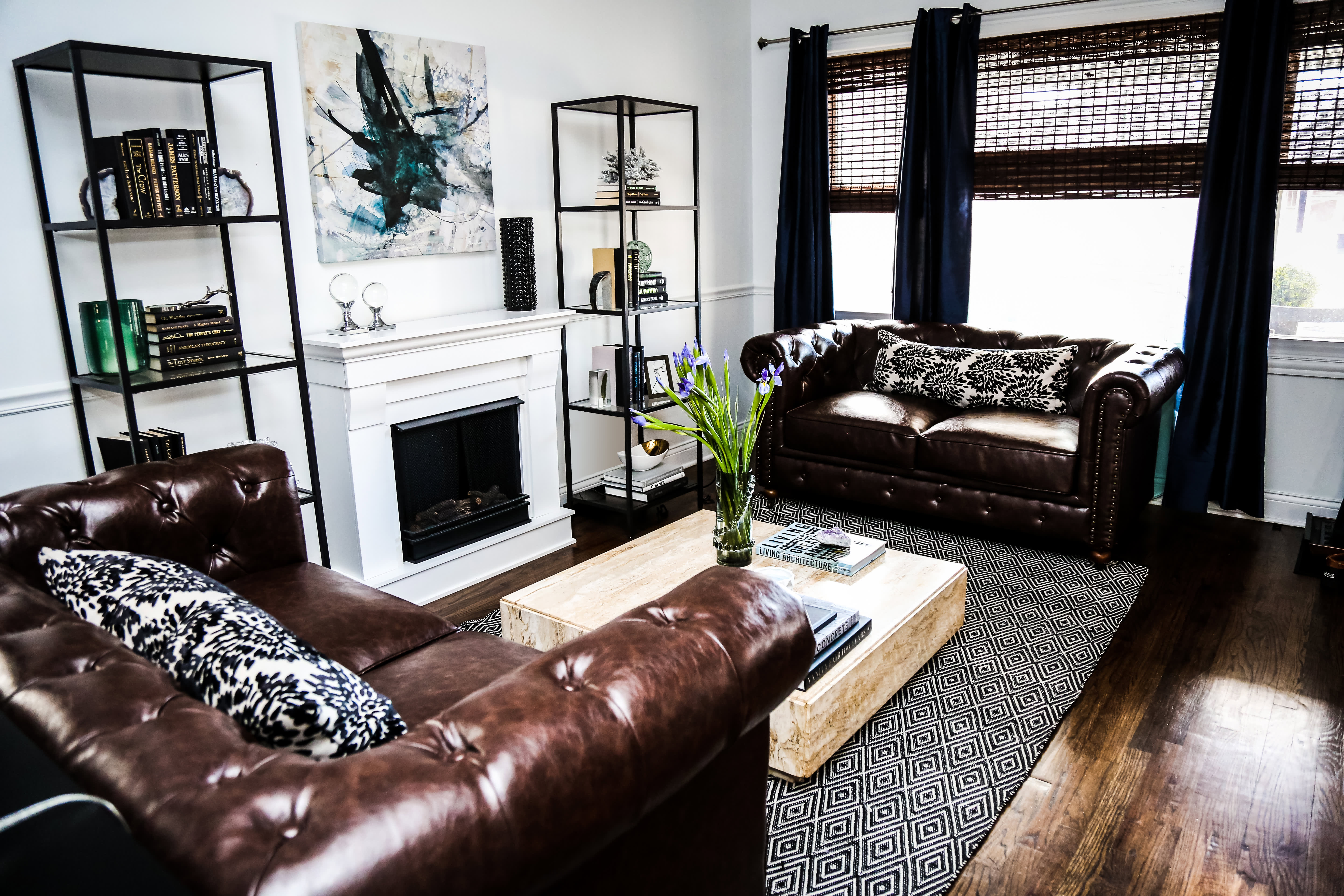 House Tour A Cool High Contrast Chicago Home Apartment
