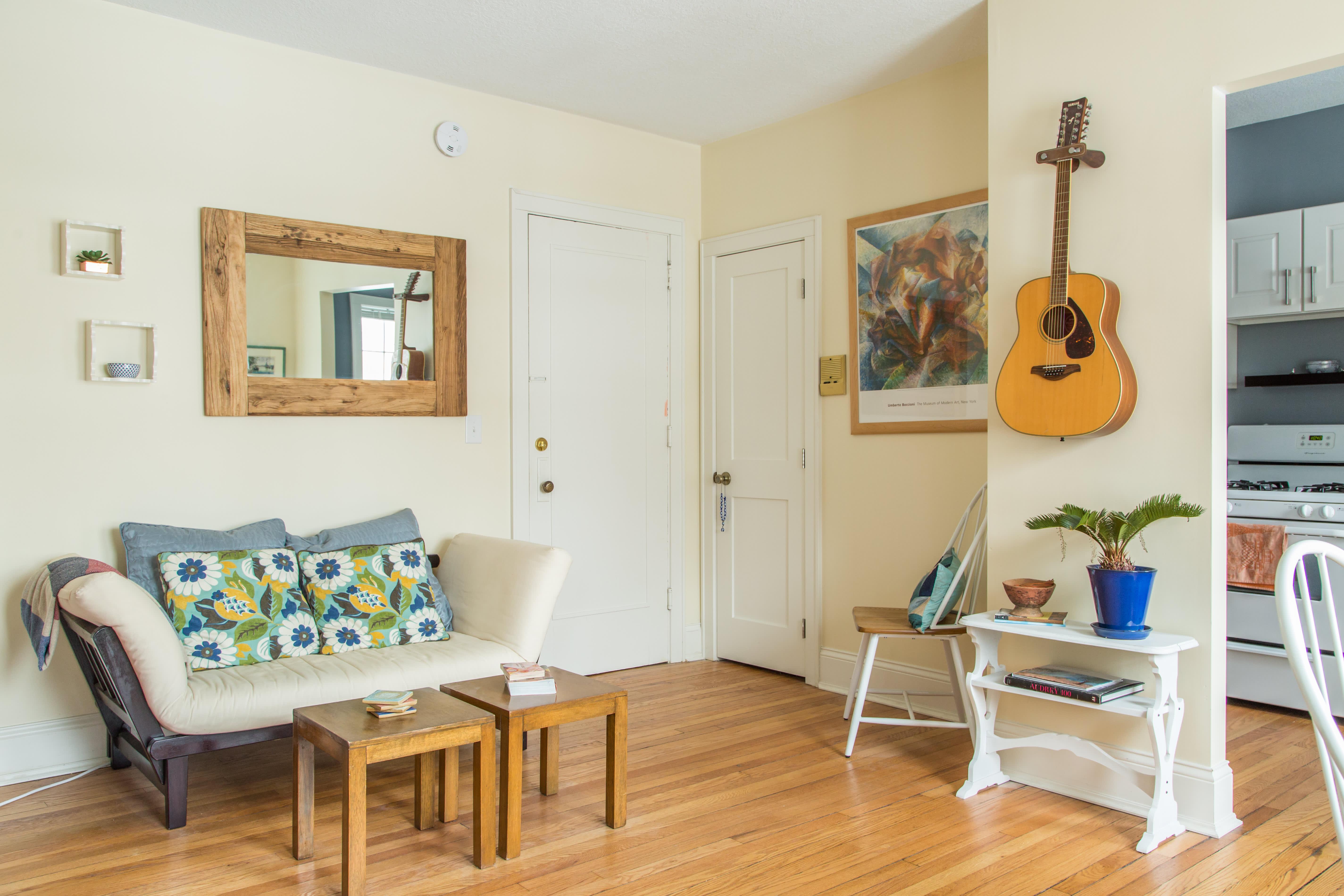 House Tour A Tiny Minneapolis Studio Apartment Apartment Therapy