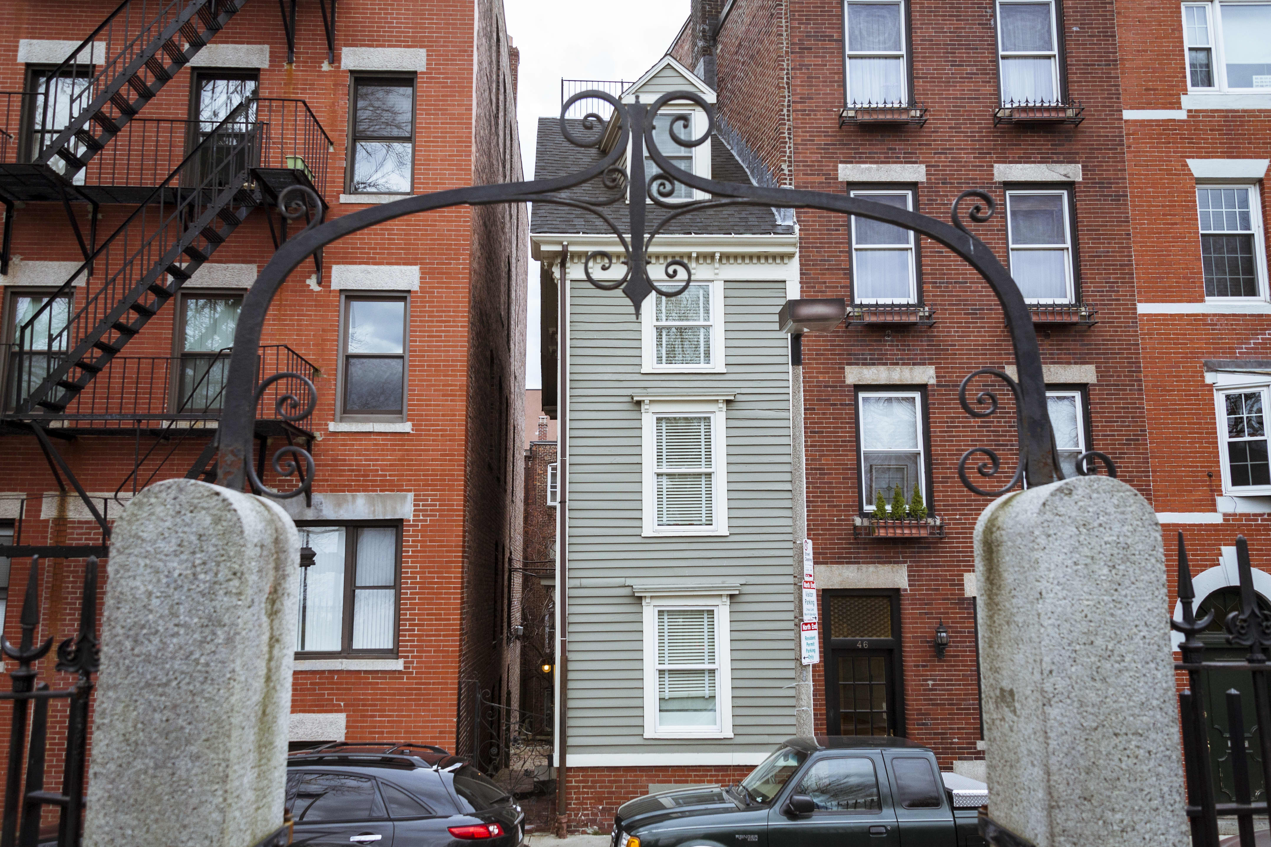 Boston's Infamous Skinny House Is For Sale | Apartment Therapy