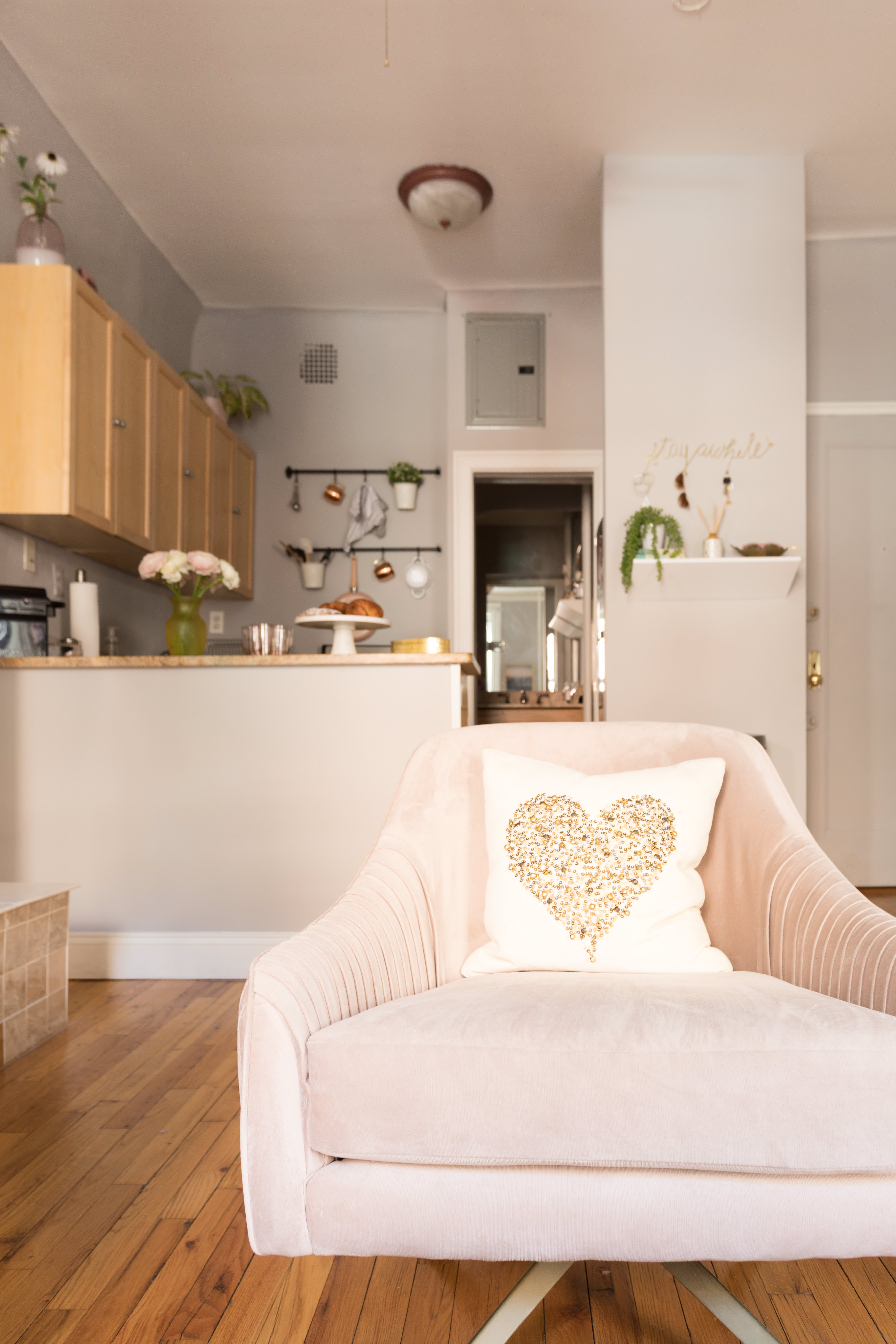 House Tour: A Cute 325 Square Foot NYC Studio | Apartment