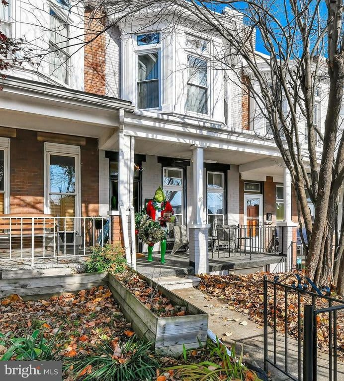 Funny Baltimore Real Estate Listing Features Grinch