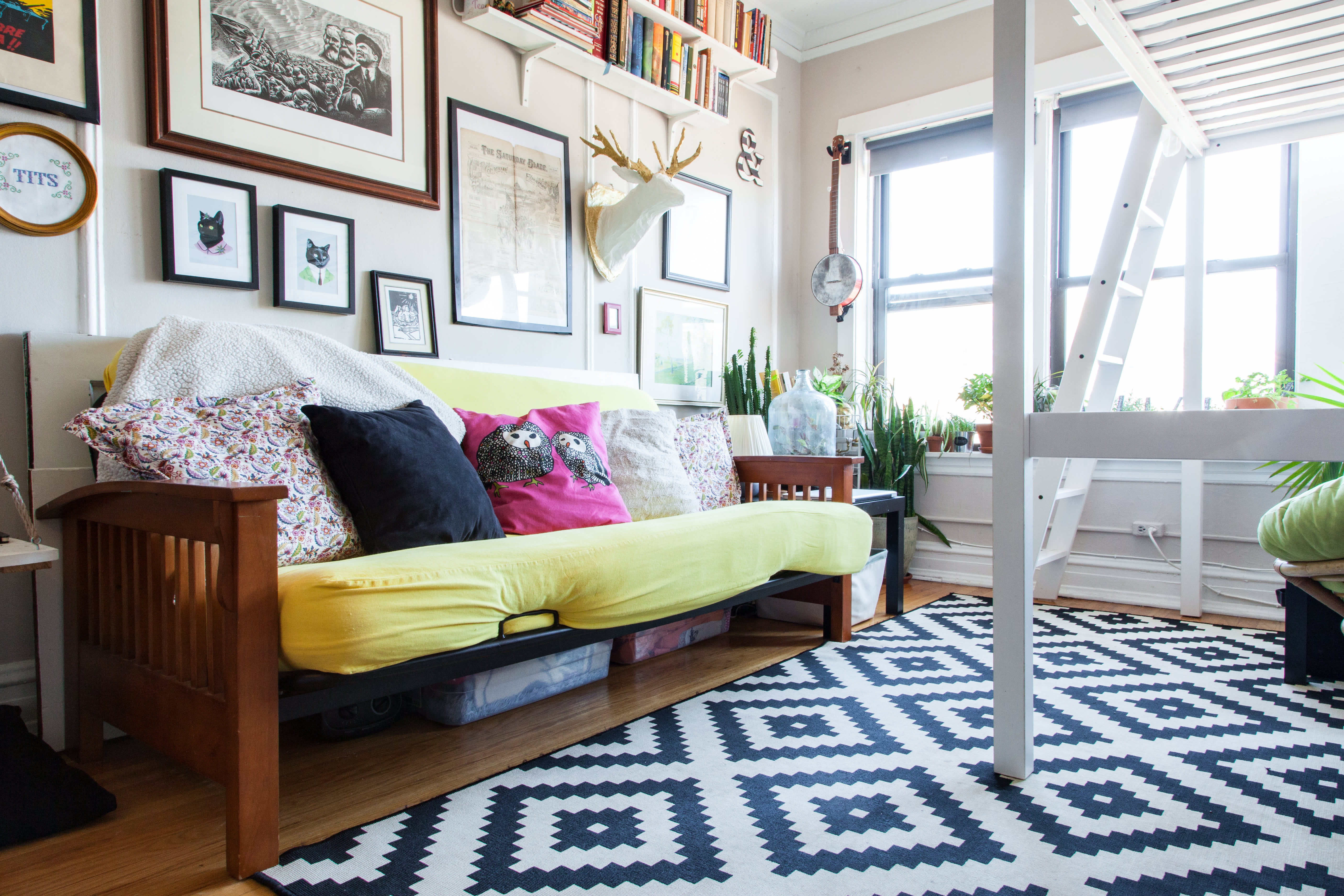 House Tour A 325 Square Foot Chicago Studio Apartment Apartment Therapy
