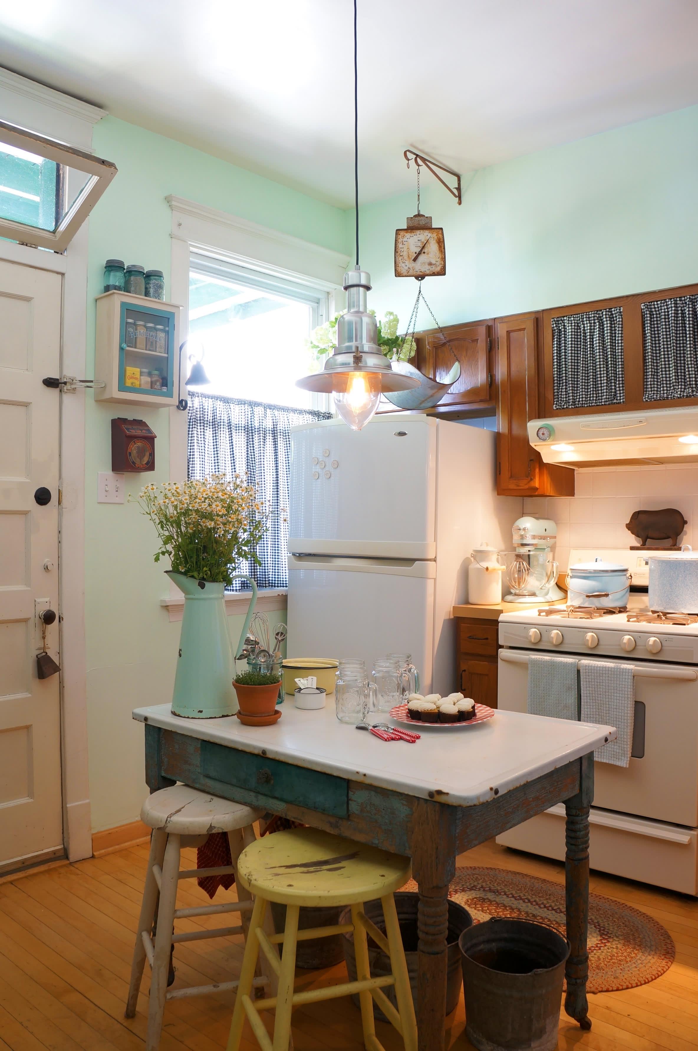 House Tour: Cozy Farmhouse Style, Evolved   Apartment Therapy