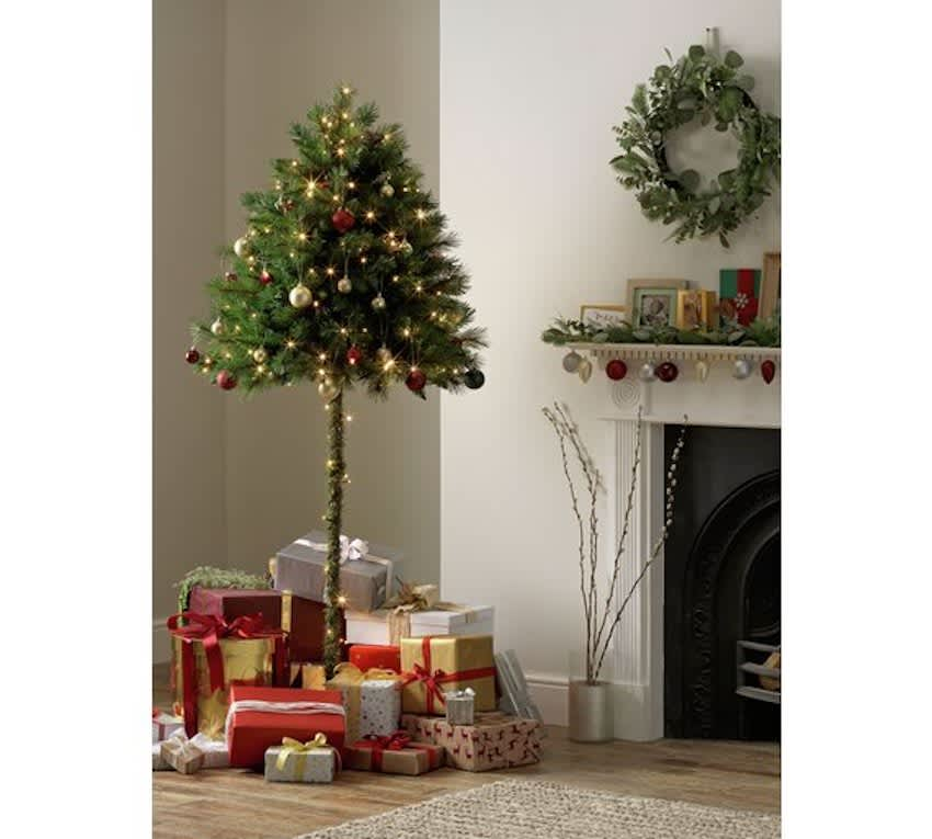 Automatic Christmas Tree: Half Christmas Trees Are For Sale For Cat Owners