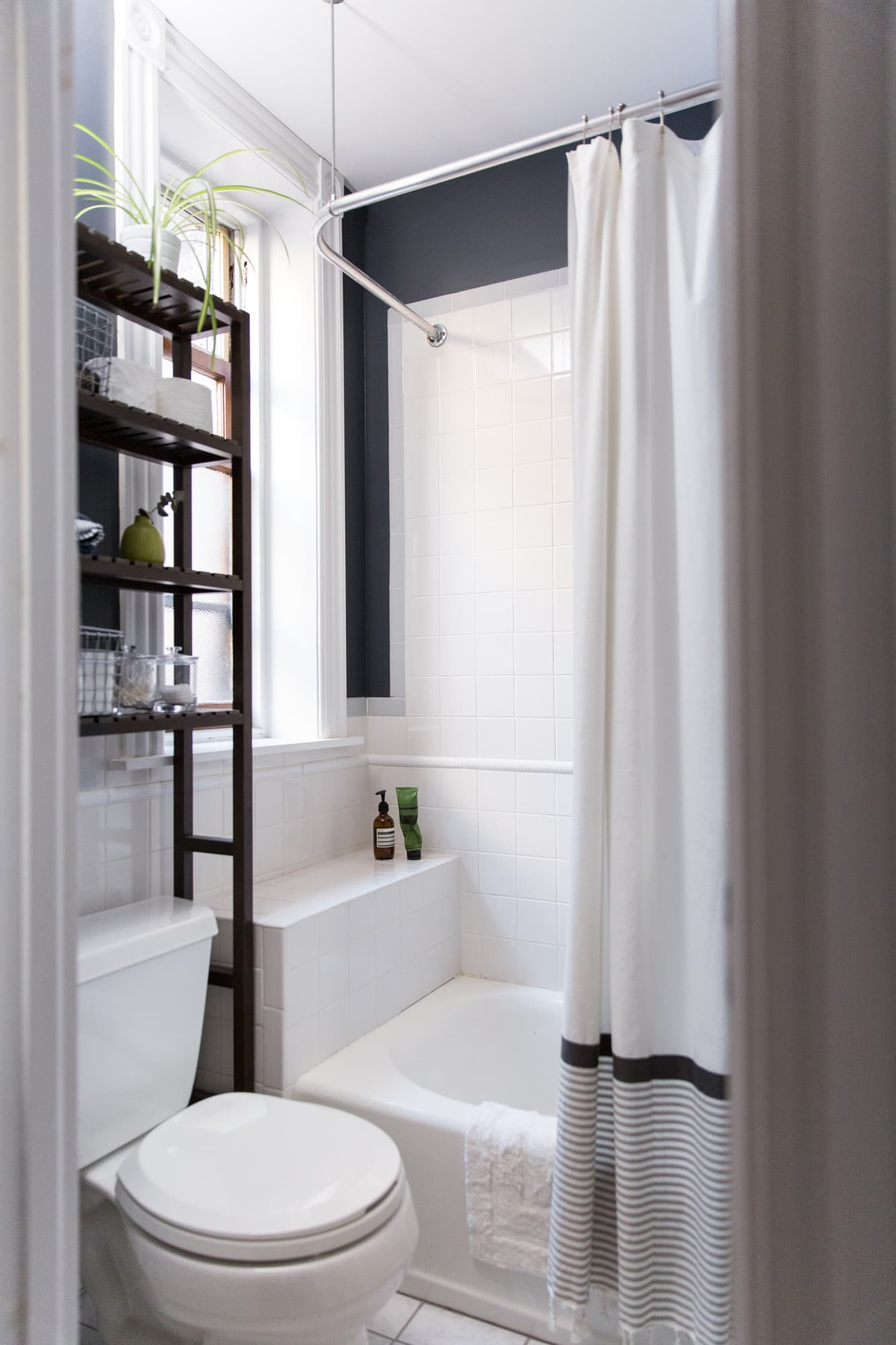 The Best Paint Colors For Small Bathrooms