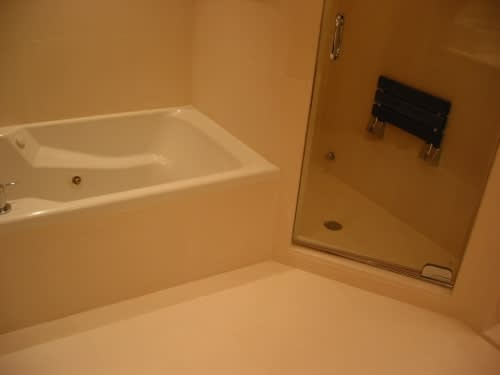 House Tour: Jamie Pup Redoes His Bathroom: gallery slide thumbnail 9