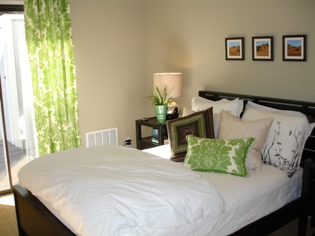 House Tour: Heather's Hip Hideaway (Guest Post): gallery slide thumbnail 6