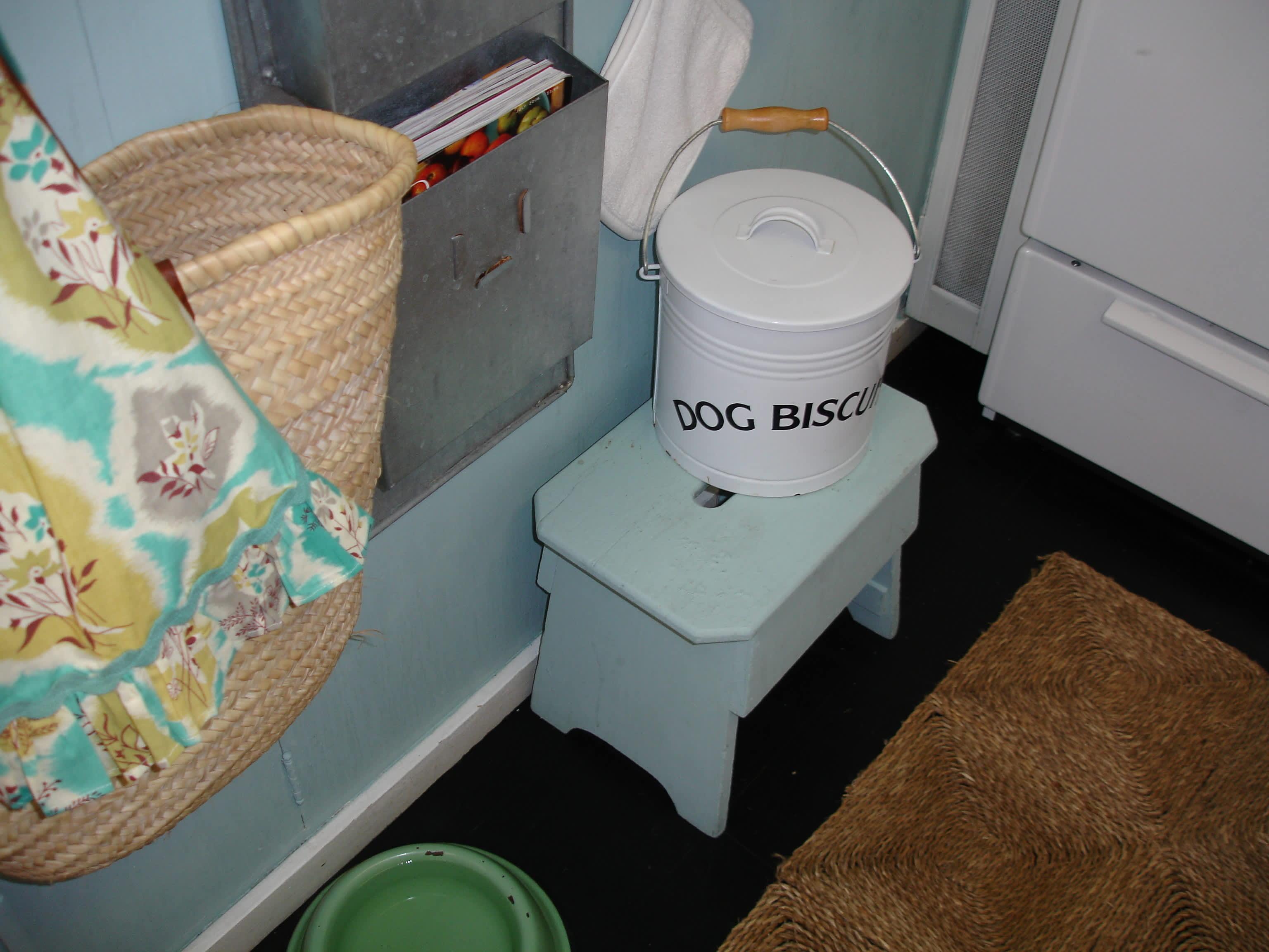 House Tour: Victoria's BoMo Pad: gallery slide thumbnail 47