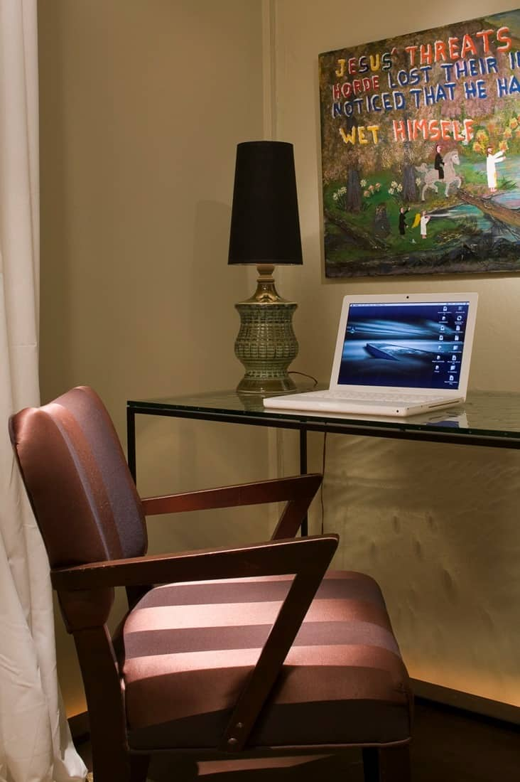House Tour: David's Andersonville Apartment: gallery image 4
