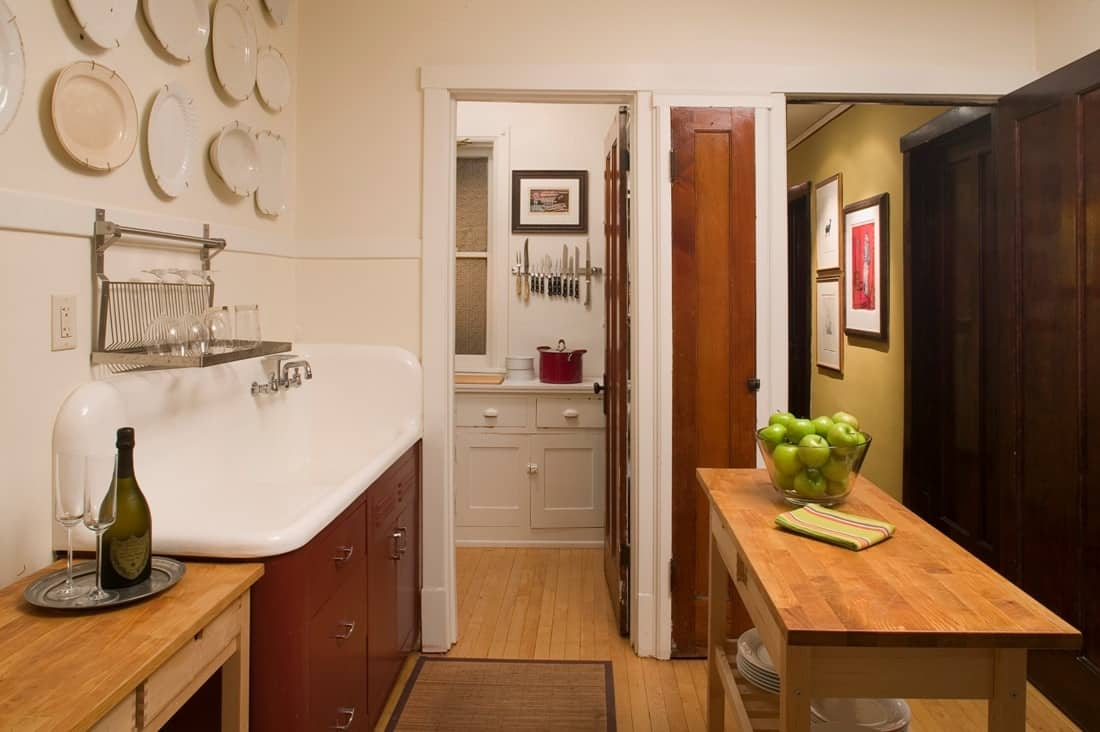 House Tour: David's Andersonville Apartment: gallery image 12
