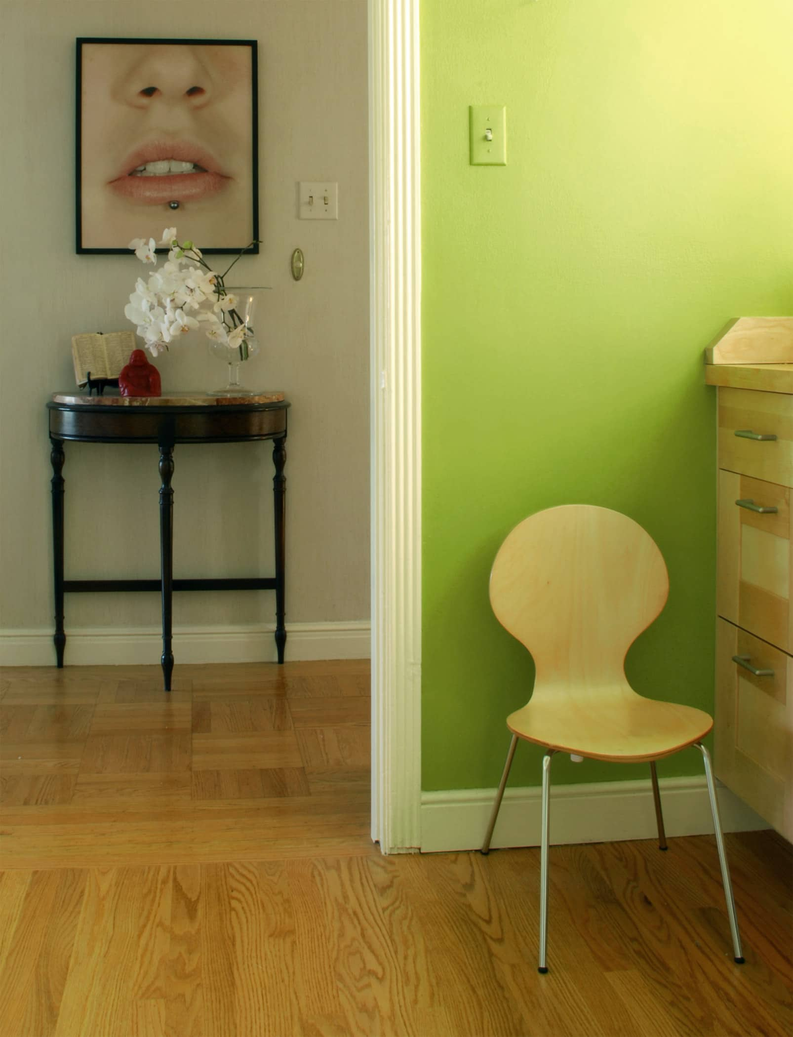 House Tour: Rebecca and Roger's Relaxed Wabi-Sabi Modern: gallery slide thumbnail 21