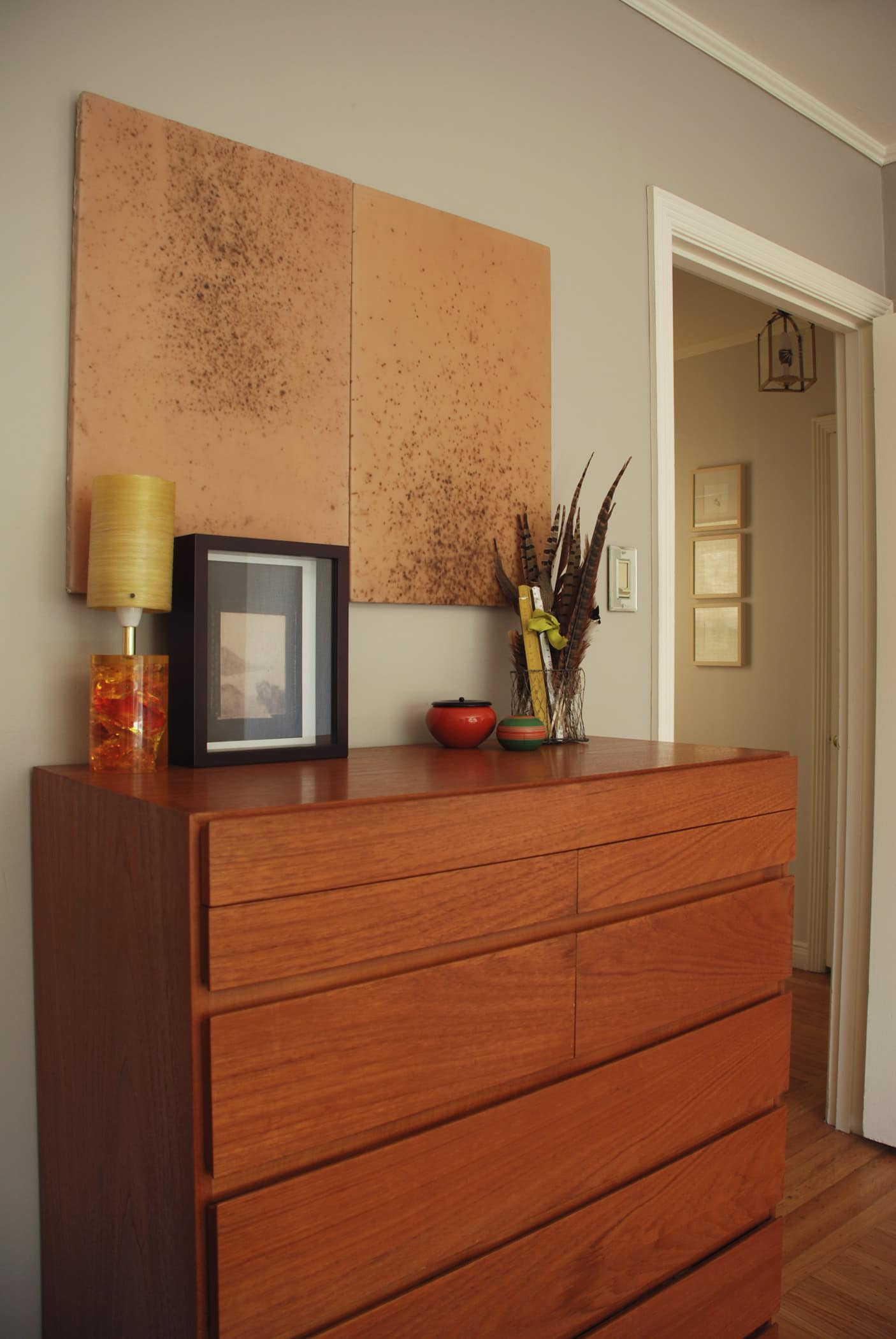 House Tour: Rebecca and Roger's Relaxed Wabi-Sabi Modern: gallery slide thumbnail 6