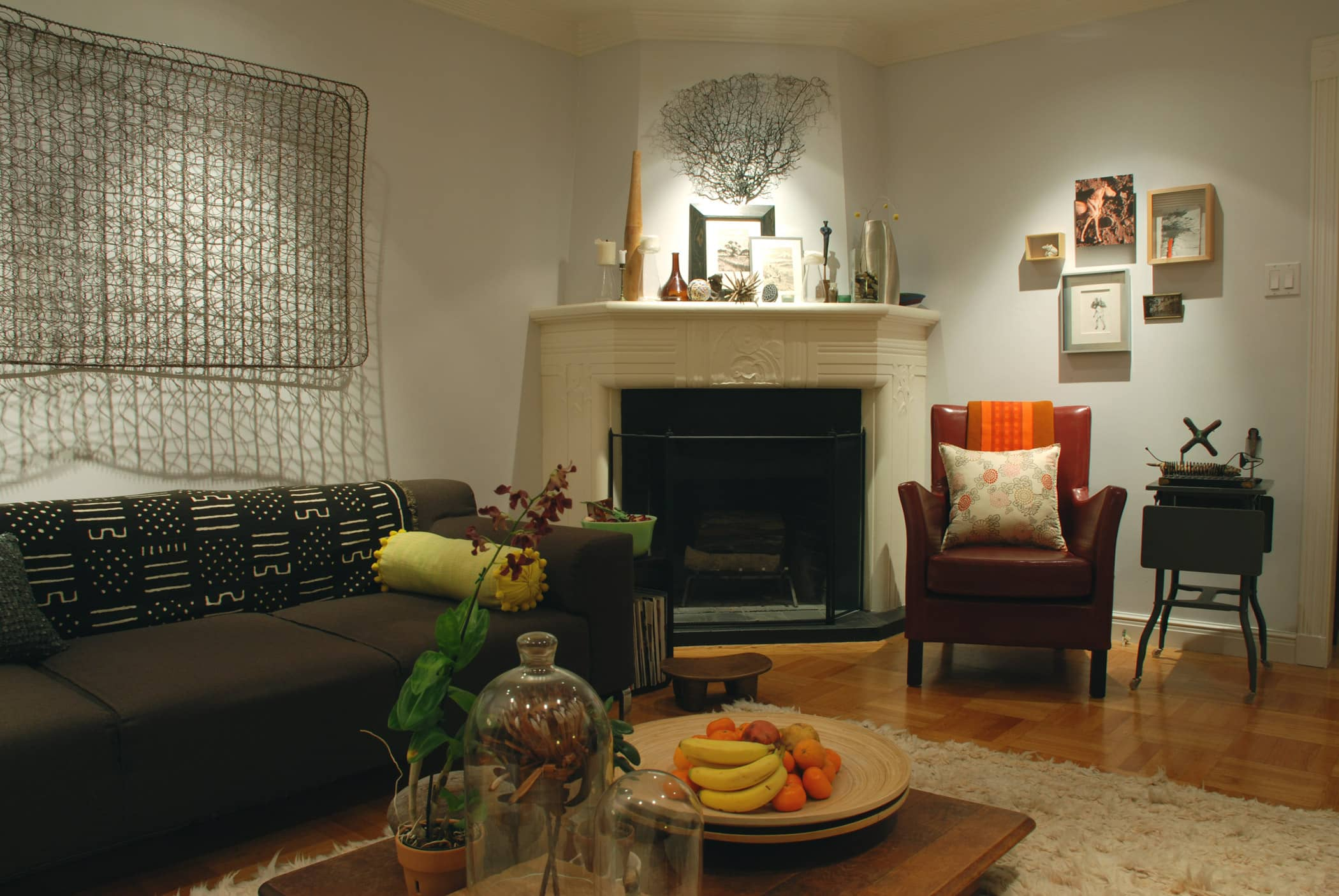 House Tour: Rebecca and Roger's Relaxed Wabi-Sabi Modern: gallery slide thumbnail 12