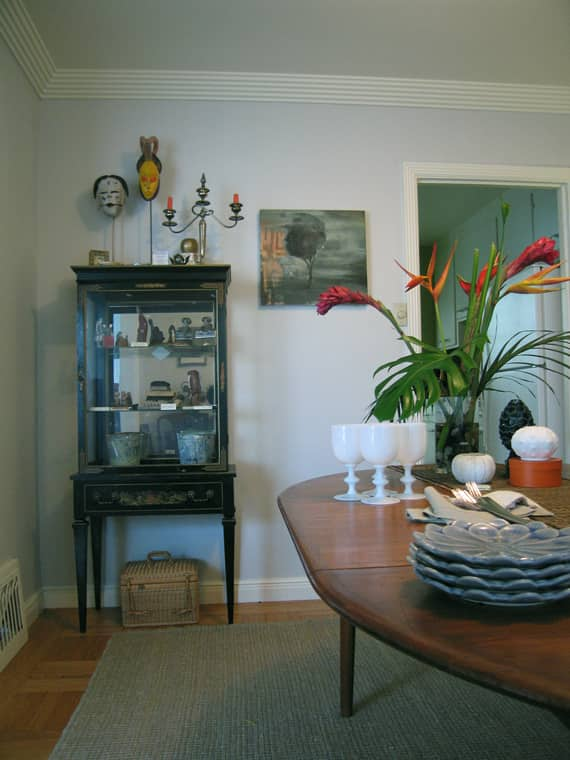 House Tour: Rebecca and Roger's Relaxed Wabi-Sabi Modern: gallery slide thumbnail 2