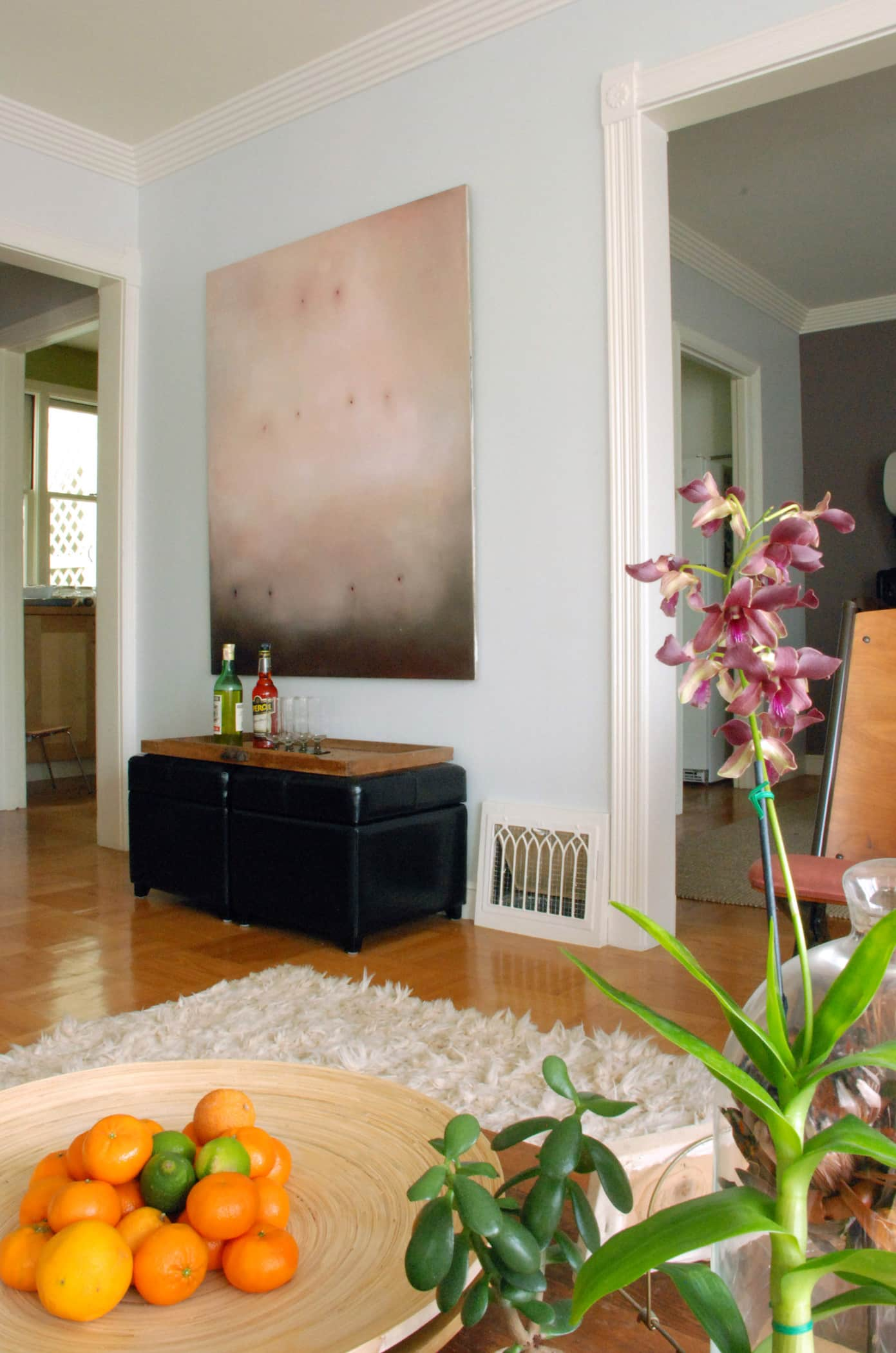 House Tour: Rebecca and Roger's Relaxed Wabi-Sabi Modern: gallery slide thumbnail 7
