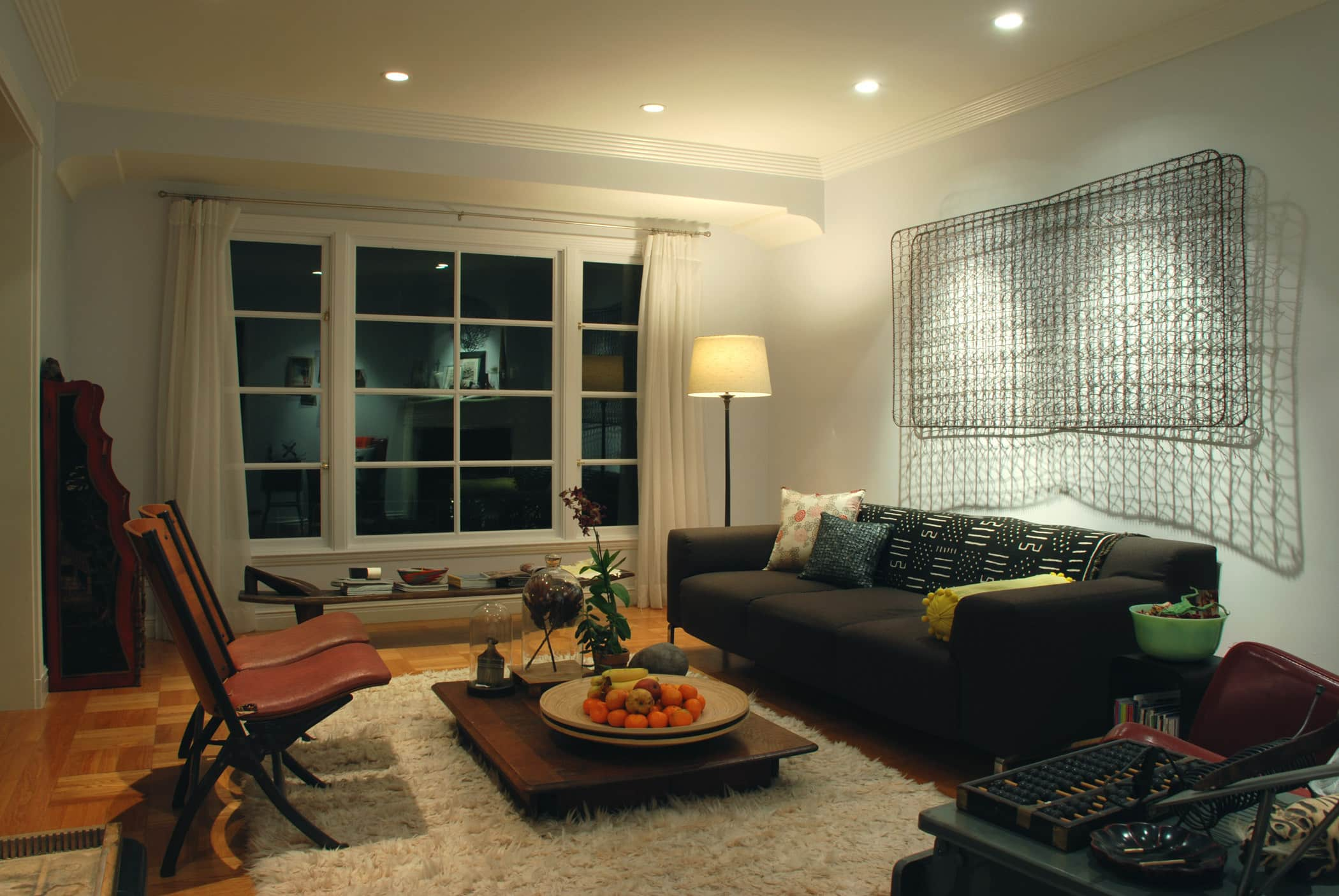 House Tour: Rebecca and Roger's Relaxed Wabi-Sabi Modern: gallery slide thumbnail 9