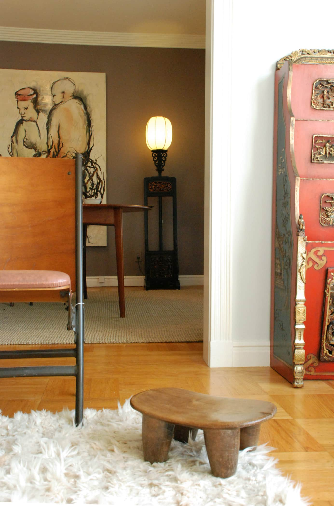 House Tour: Rebecca and Roger's Relaxed Wabi-Sabi Modern: gallery slide thumbnail 5