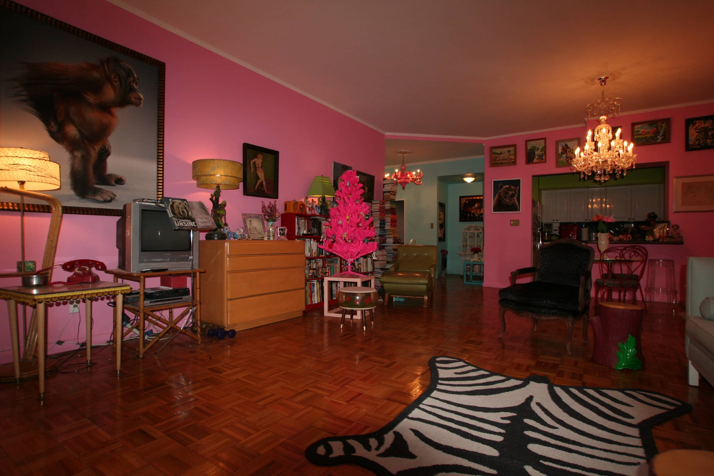 House Tour: Dixie's Bluebird Manor: gallery slide thumbnail 25