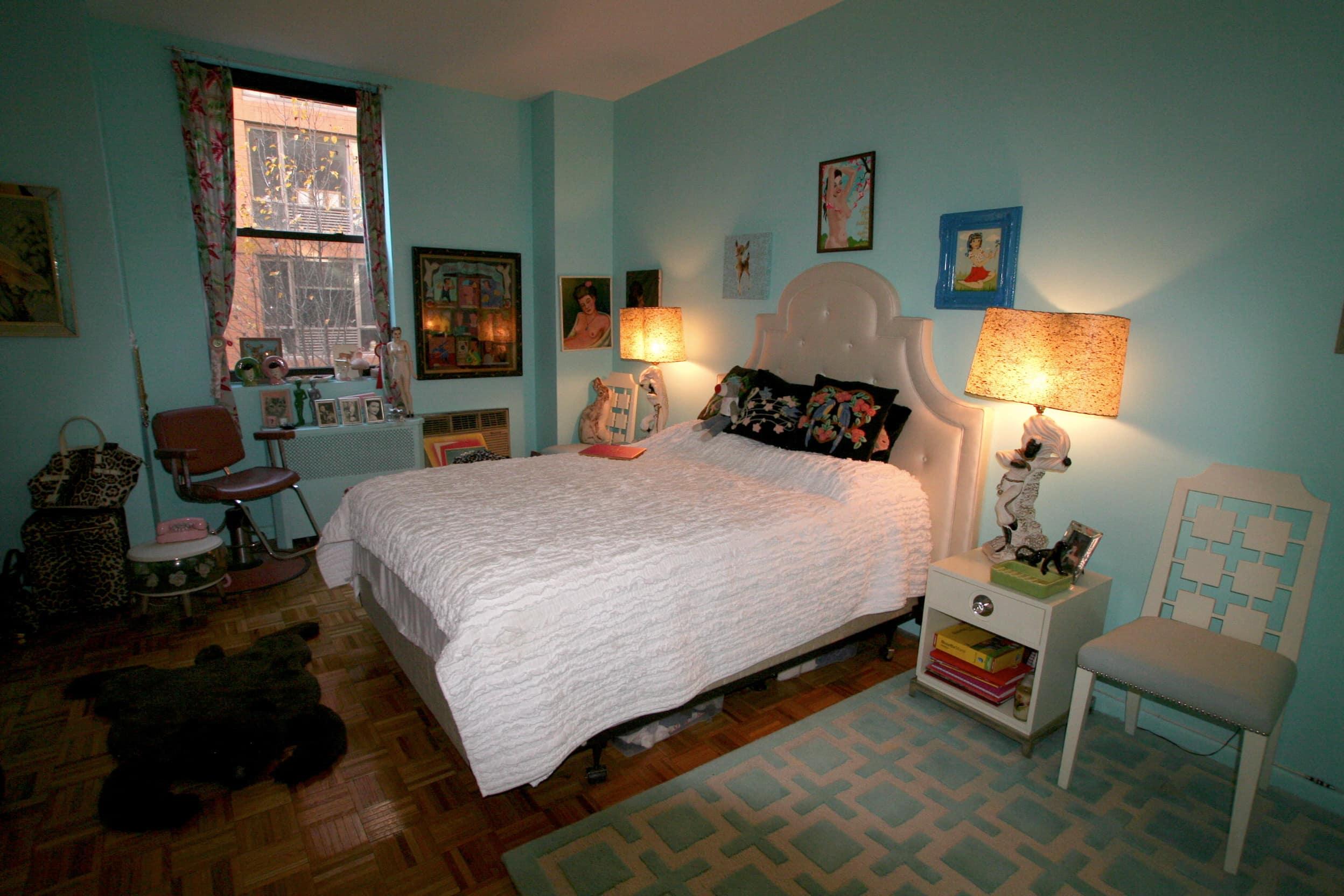 House Tour: Dixie's Bluebird Manor: gallery slide thumbnail 16