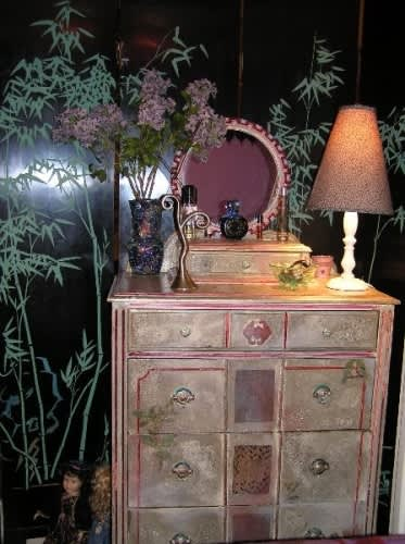 NY House Tour: Phyllis' Long Term Jewel of a Studio: gallery slide thumbnail 33