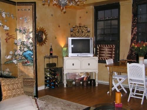 NY House Tour: Phyllis' Long Term Jewel of a Studio: gallery slide thumbnail 8