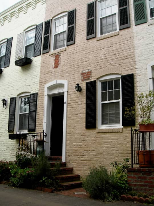 DC House Tour: Polly's Pomander Walk House: gallery slide thumbnail 7