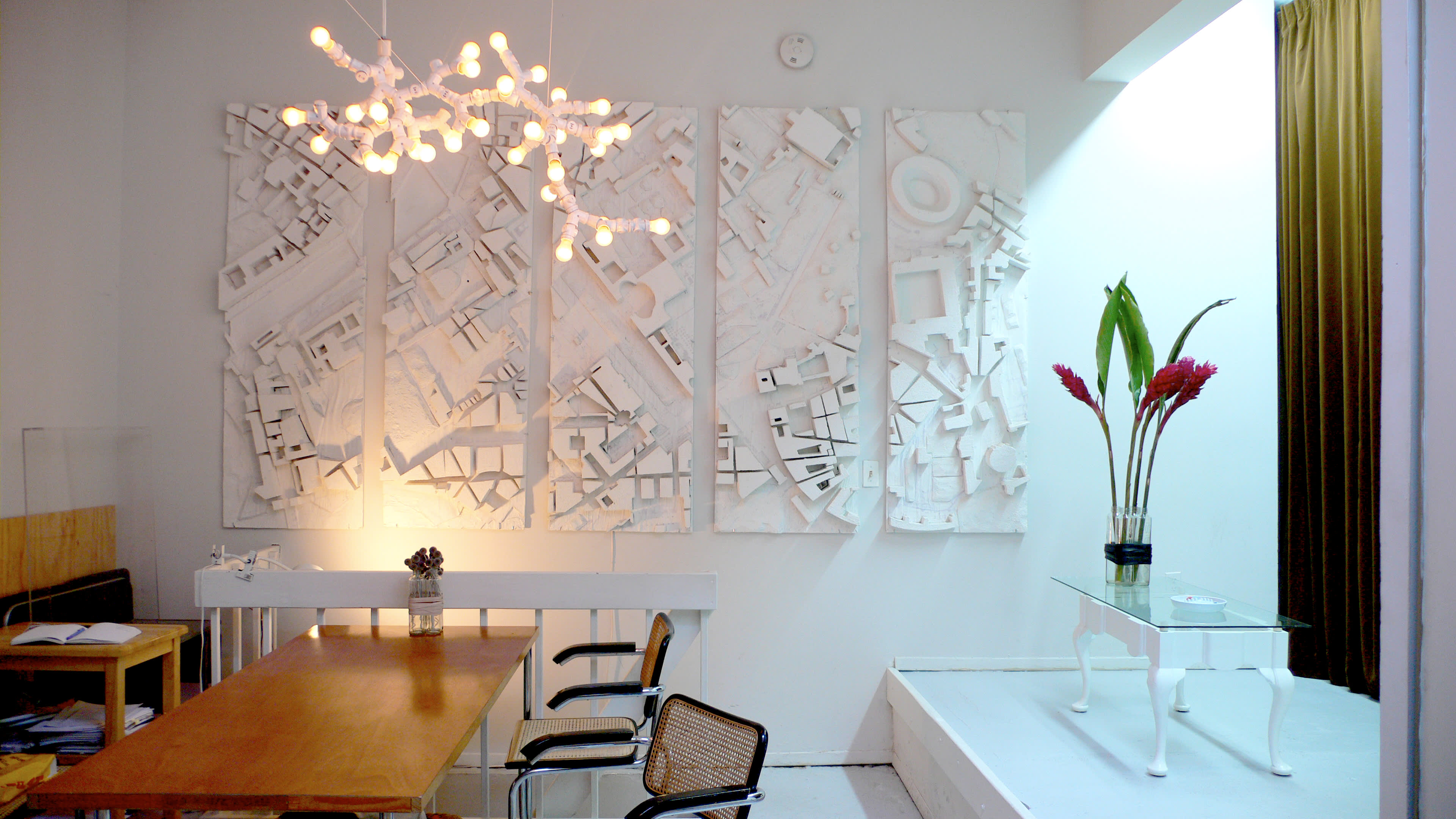 NY House Tour: Axel and Silvia on a Long Stopover: gallery slide thumbnail 12