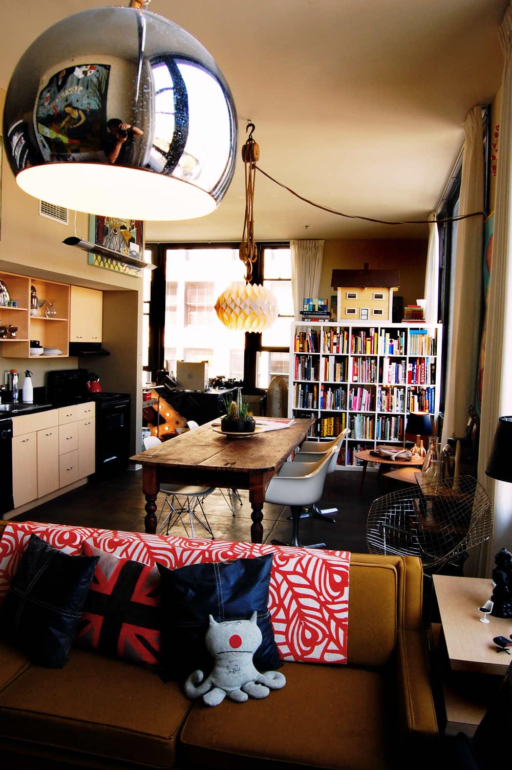 LA House Tour: Anne & Jacob's Curiosity Shop Meets MidCentury Modern: gallery slide thumbnail 29
