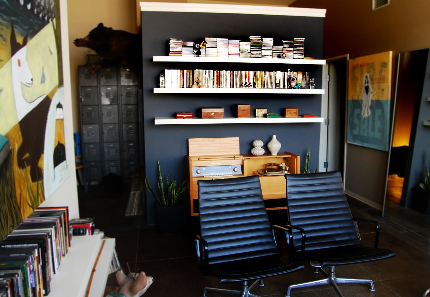 LA House Tour: Anne & Jacob's Curiosity Shop Meets MidCentury Modern: gallery slide thumbnail 5