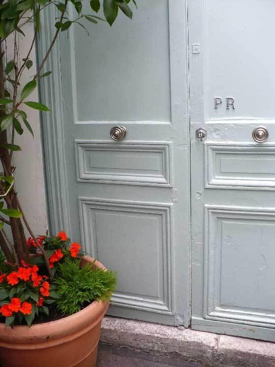 House Tour: Chez Patrick & JulianParis, France: gallery slide thumbnail 13